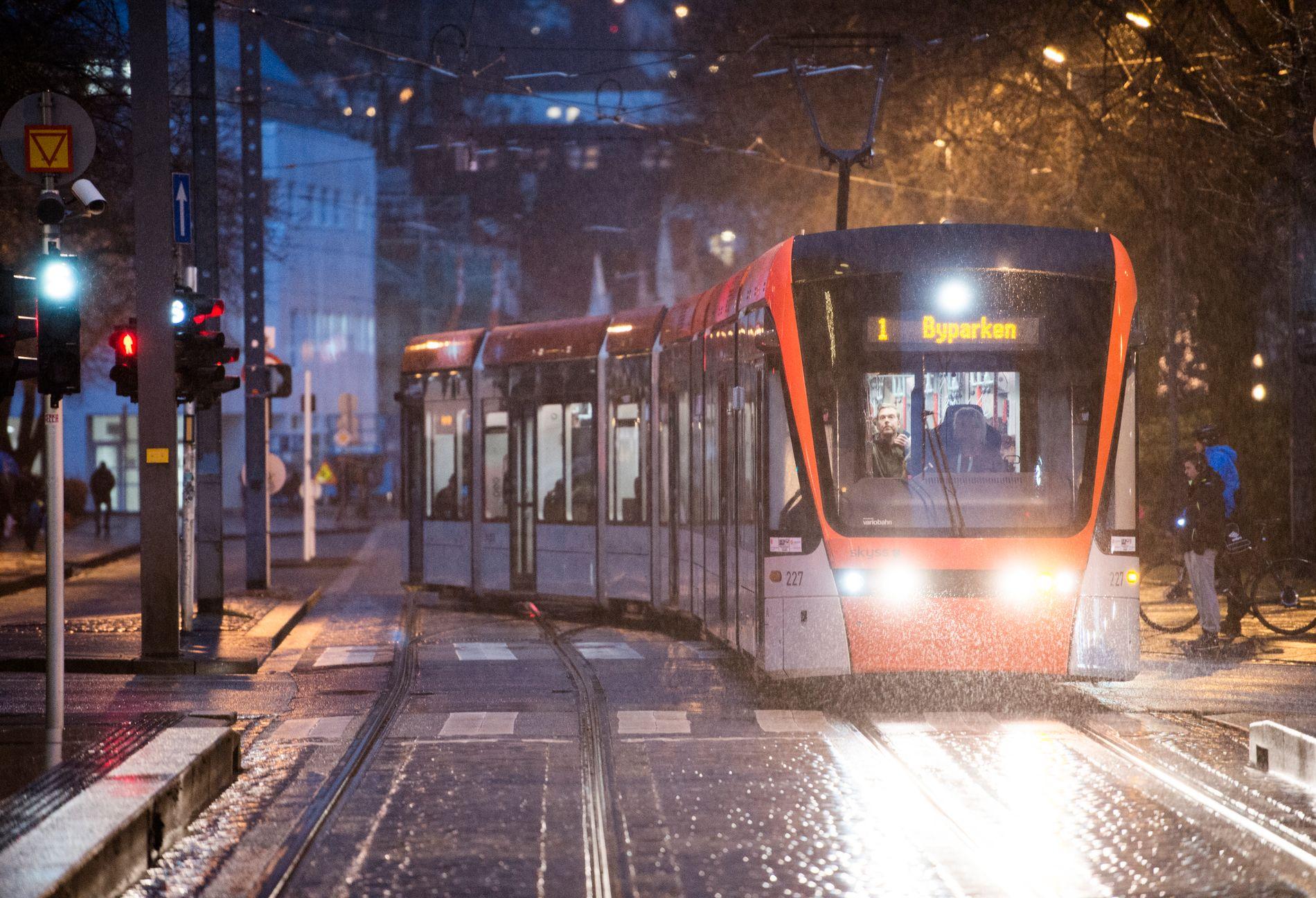 BETRE BY MED BANE: Bergen ville vore ein dårlegare by å bu i, viss mange av dei som i dag tar buss og bybane hadde reist med bil.