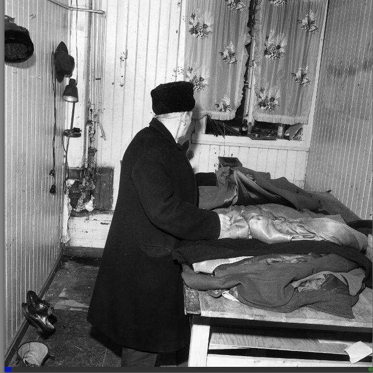 Det var trekkfullt og kaldt på de fire kvadratmeterne denne 78 år gamle mannen bodde i Helleveien tidlig på 1960-tallet.