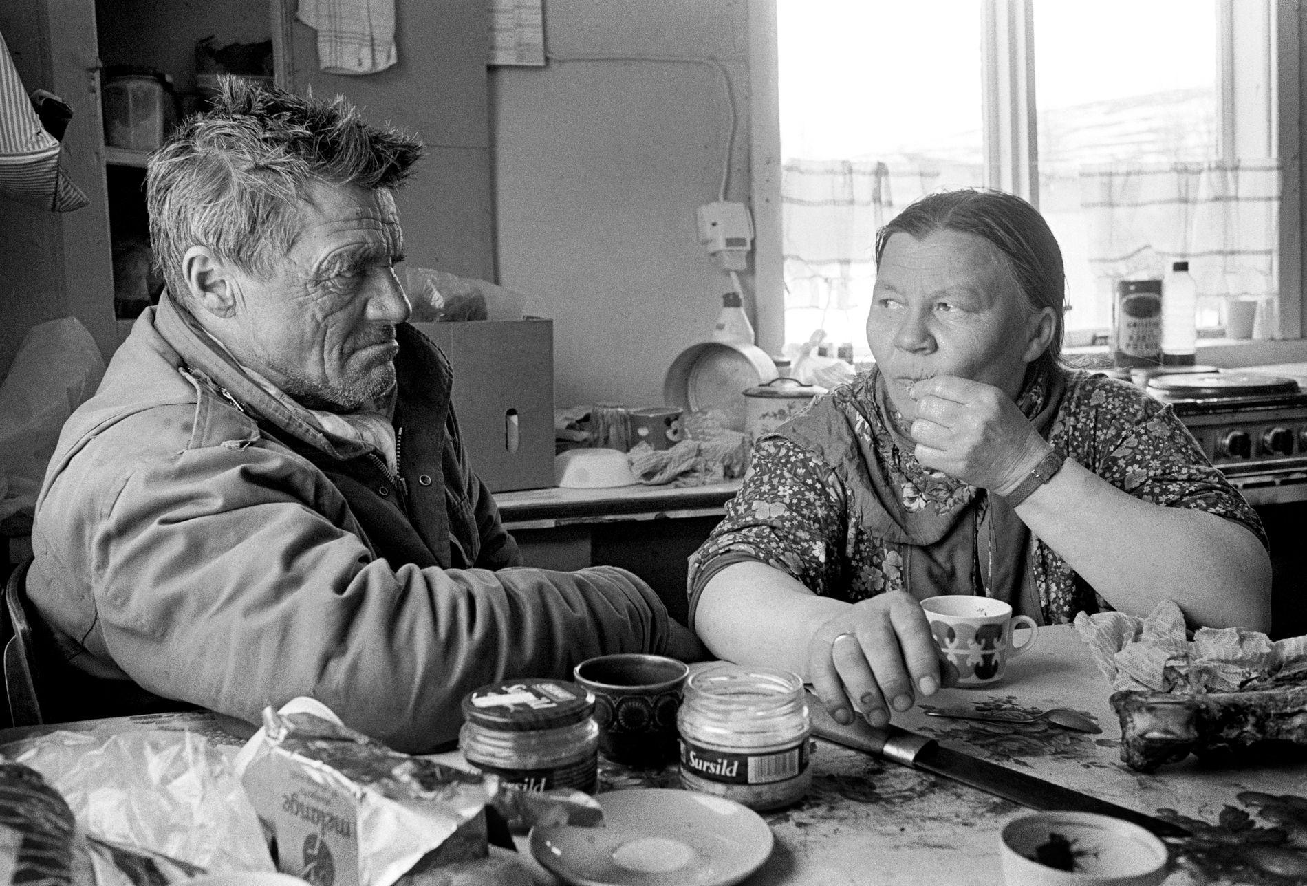KULTURBERARAR: Karen og Mathis Somby var reindriftsamar i indre Finnmark, og dei har ikkje opplevd like sterk fornorsking som samane ved kysten. Om sommaren flytta dei reinen dit, slik dei bidrog til at kystsamane klarte å helde på språket sitt.