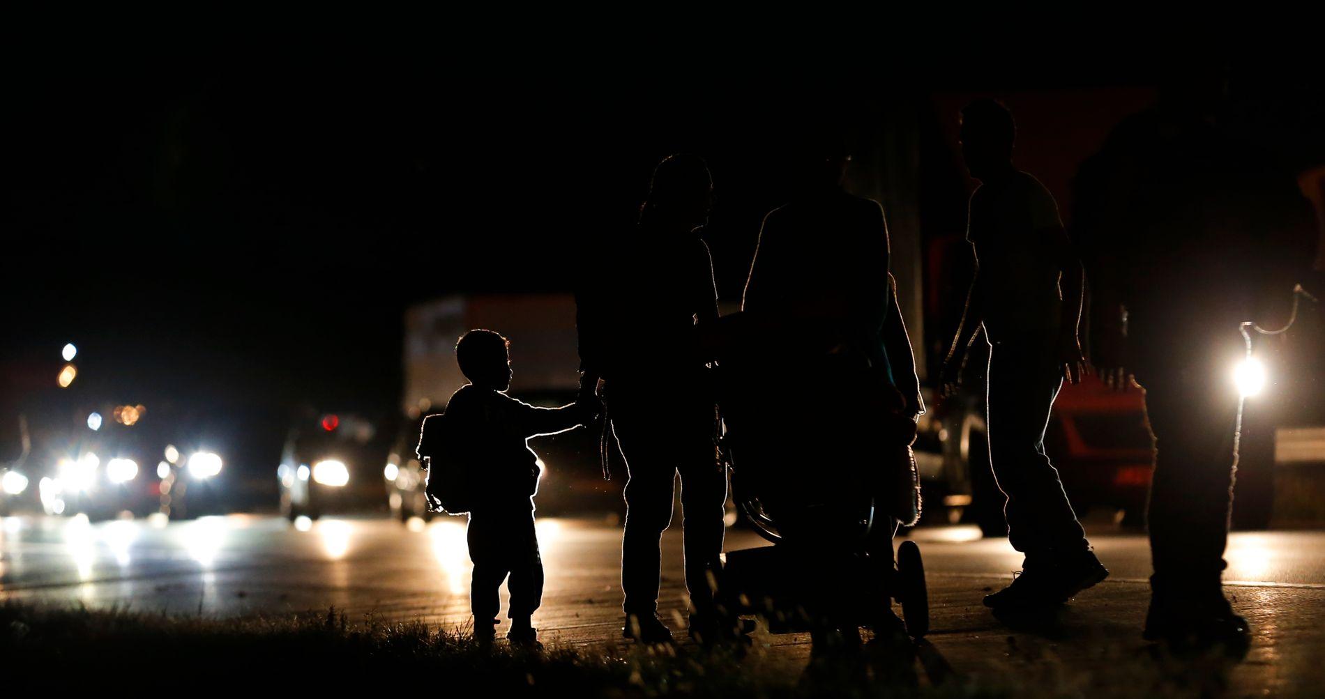TRANSPORT: Om lag 2.200 mennesker i Østerrike har deltatt i en kampanje på sosiale medier for å organisere henting av migrantene og flyktningene i Ungarn lørdag med privat transport.