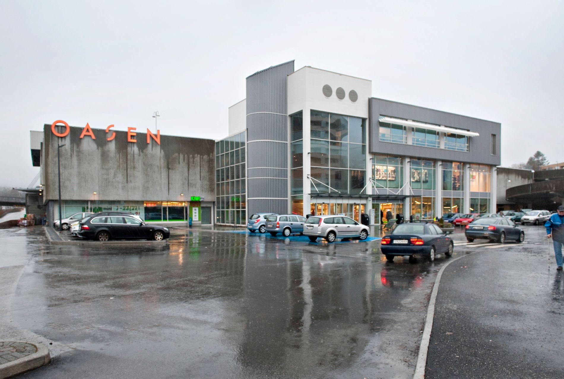 BYGDEBUTIKK: Magne Reigstad skrev i BT lørdag at kjøpesenteret er den romantiserte bygdebutikken i maksiutgave og et viktig sosialt treffpunkt innen gangavstand for tusener. Alt under tak.