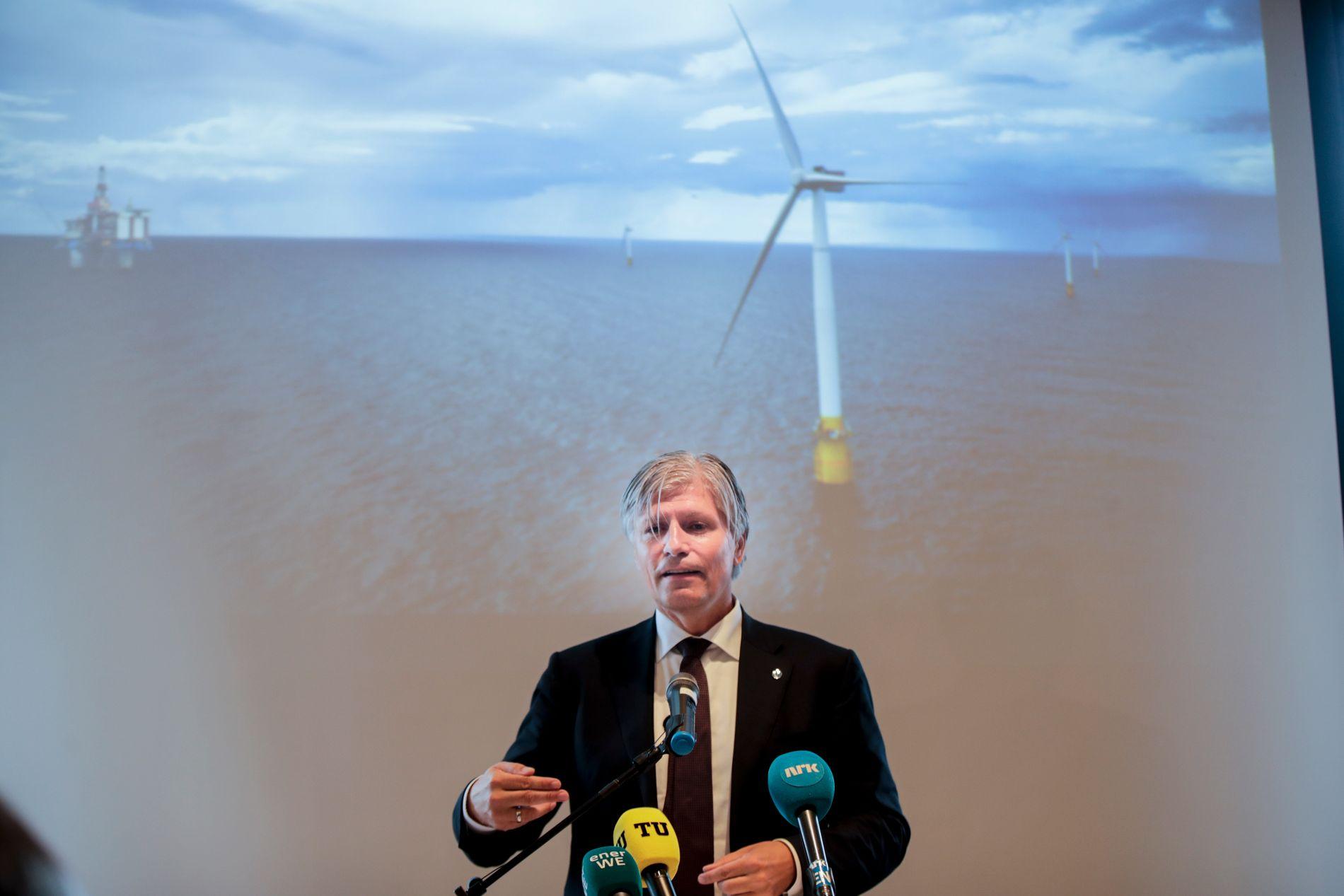 STARTSKOT: Klima- og miljøvernminister Ola Elvestuen (V) og regjeringa har mykje av æra, sjølv om statlege Enova stod for statsstøtta som gjer mogeleg den første flytande havvindparken på norsk sokkel. Godt nytt for både klimaet og norsk industri, skriv BT på leiarplass.