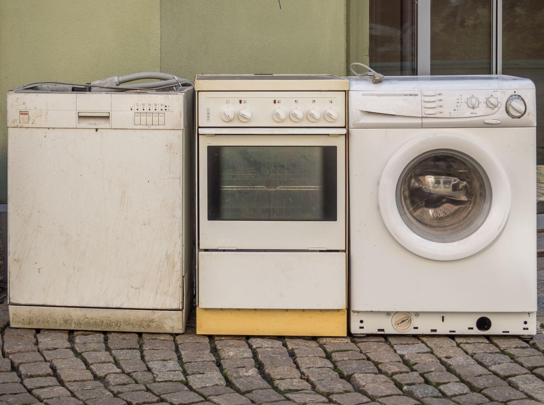 Dominert av knapper og brytere for noen tiår siden. Vaskemaskiner har riktignok fremdeles brytere, men også knapper med lyd.