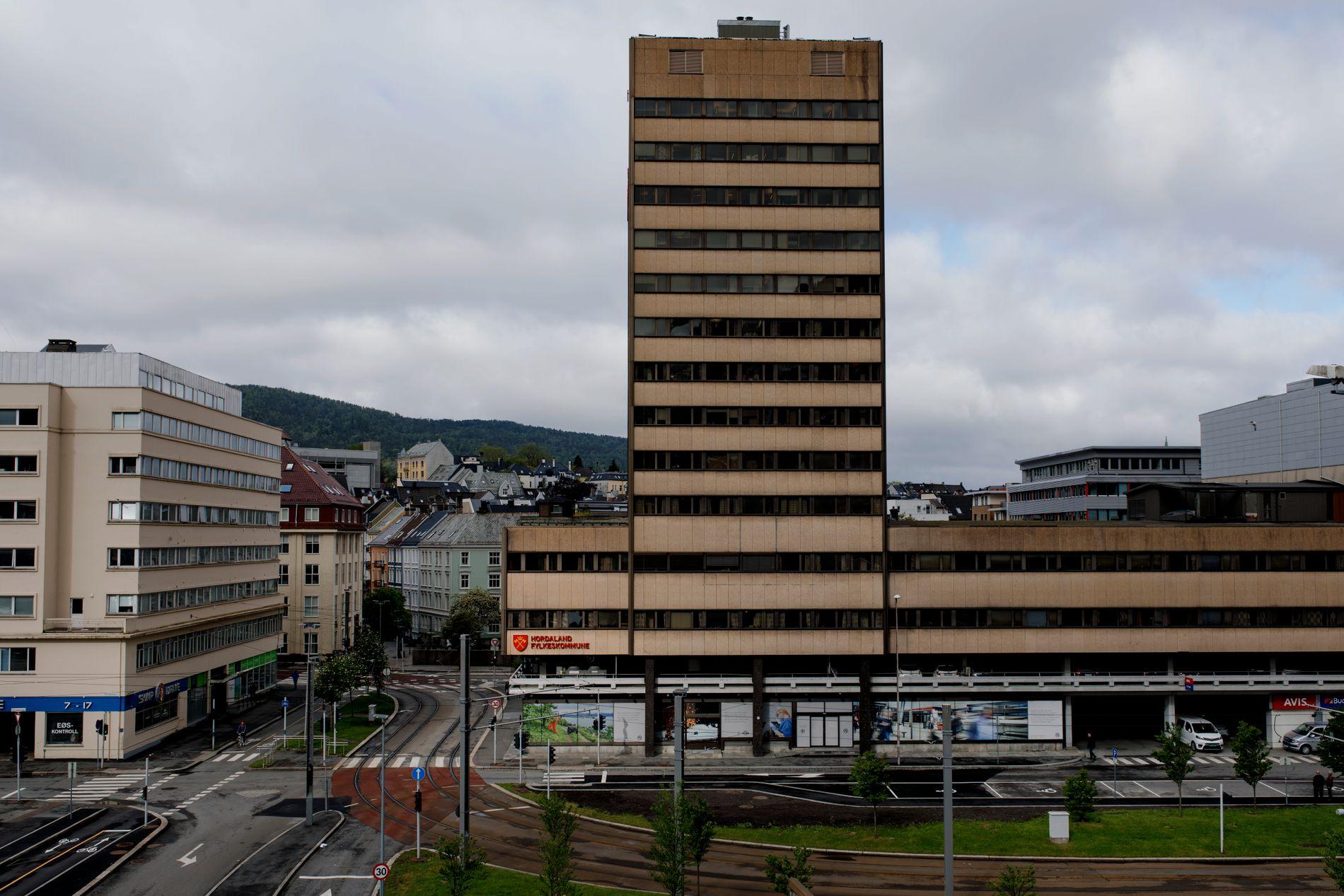 FYLKESHUSET: Om det nye fylkestinget klarer balansegangen mellom by og land, kan Vestland bli en positiv kraft til beste for folket i vest, mener Bergens Tidende.