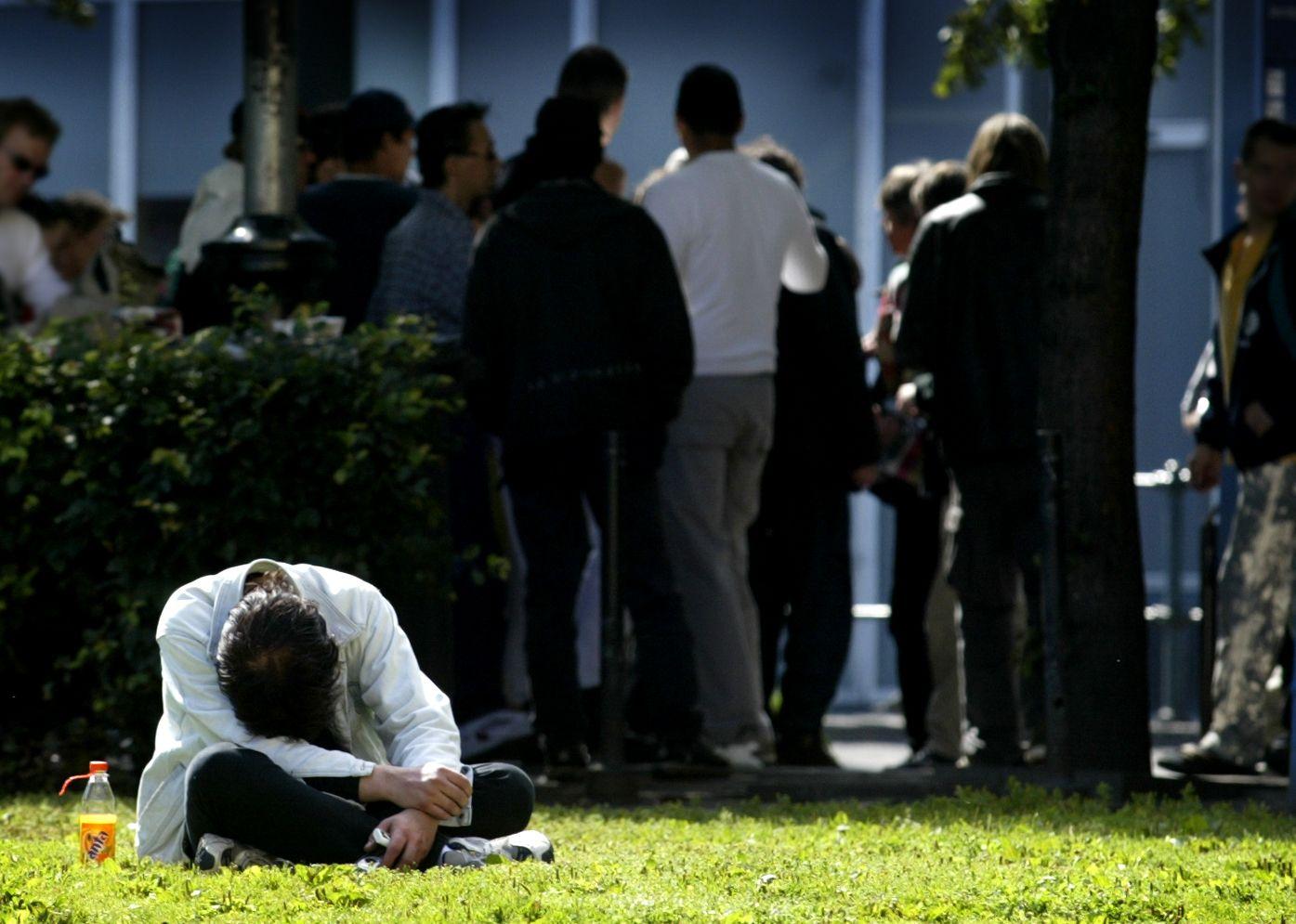 OVERDOSER: Pårørende, venner og kollegaer kan fortelle om søvnløse netter, og den knugende fortvilelsen når en av deres er blitt til et tall i overdosestatistikken, skriver Kari Lossius.