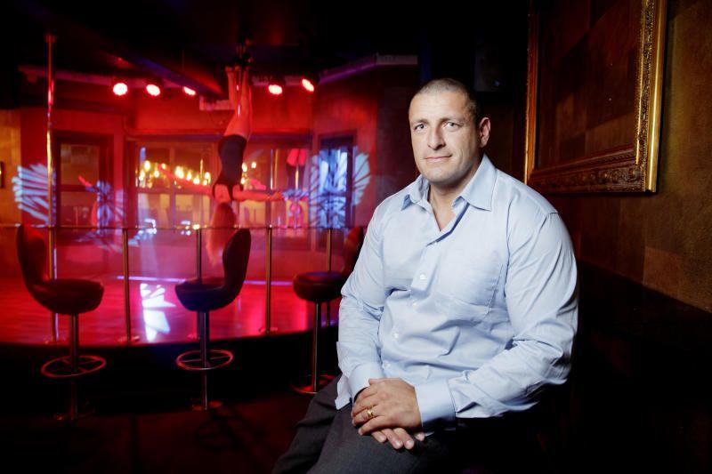 HATET HERREKLUBB:  Geir Carlsen som eier «After Dark Gentlemen's Club» har splittet selskapet i to for å kunne tilby både alkohol og stripping. Herlig kreativt. Men funker det, spør kommentator Eirin Eikefjord.