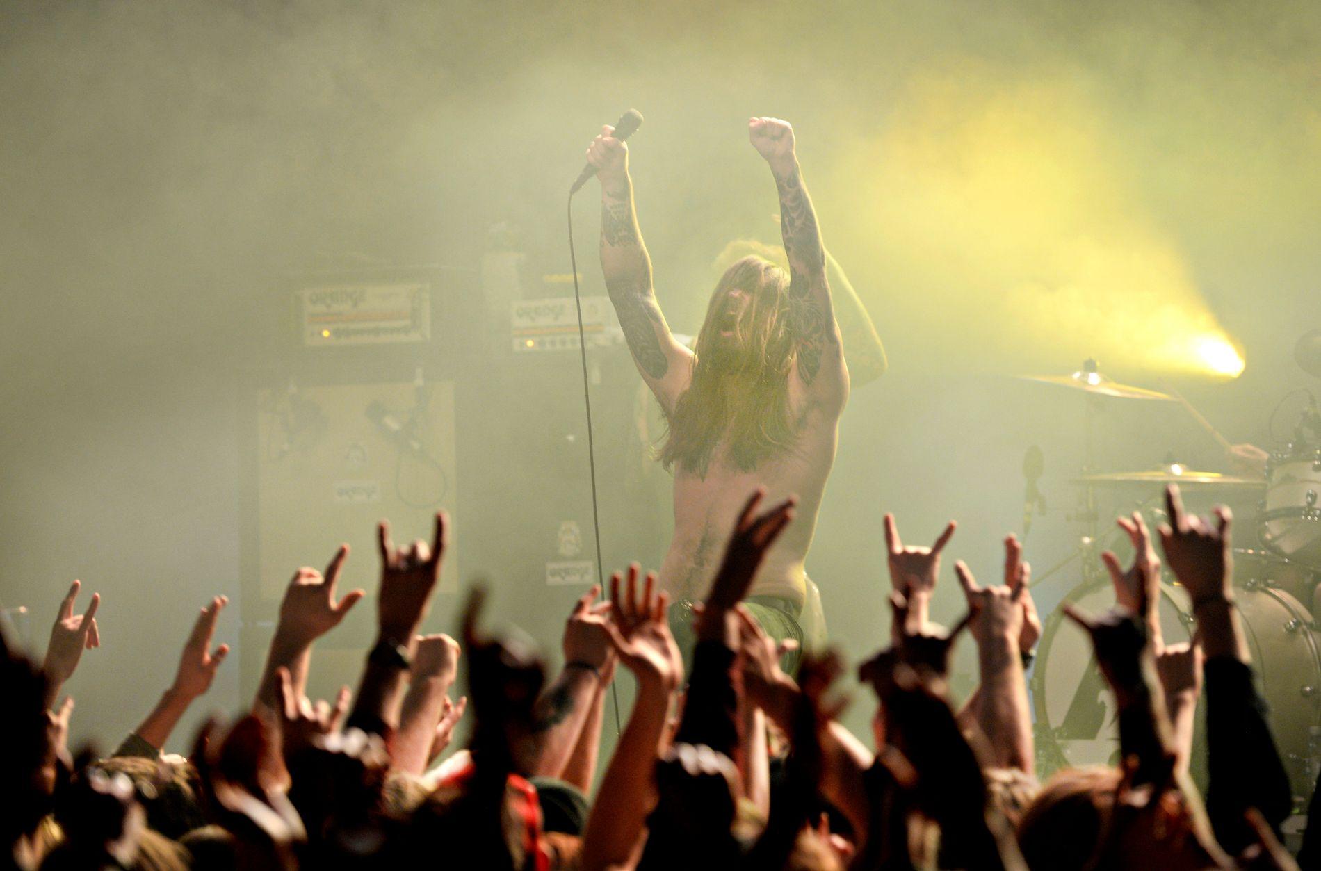 JUBEL: Det var god stemning i Kvelertak-leiren da selveste Metallica inviterte dem med på turné.