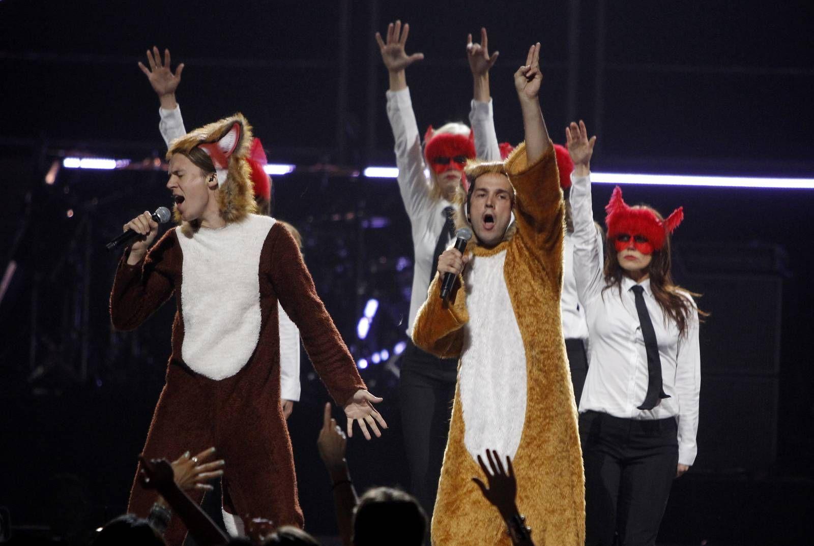 """REGJERER: For tiden er Ylvis kongene av hitlistene. Nå har de nådd toppen av Billboard Hot 100 med """"The Fox"""". Foto: Steve Marcus, Reuters"""