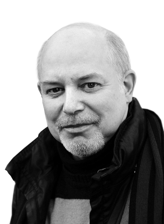 KRITISK: Lars Elton har fulgt dronning Sonjas kunstvirksomhet siden starten.