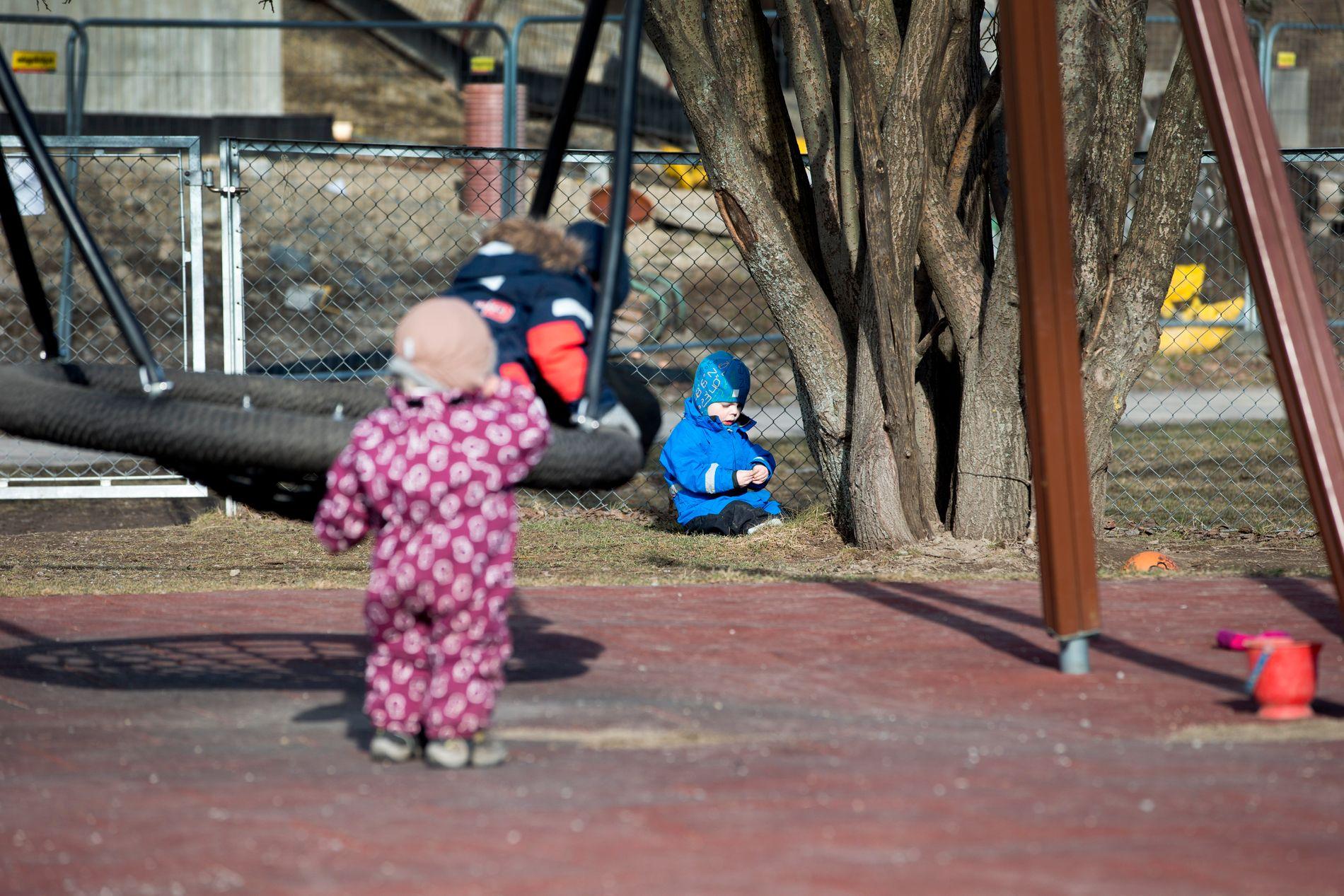 SAVNER MER INITIATIV: Forskerne mener barnehagepersonell bør bli mer aktive og invitere barn til utforskning og utfordring av egne ferdigheter og forståelser.