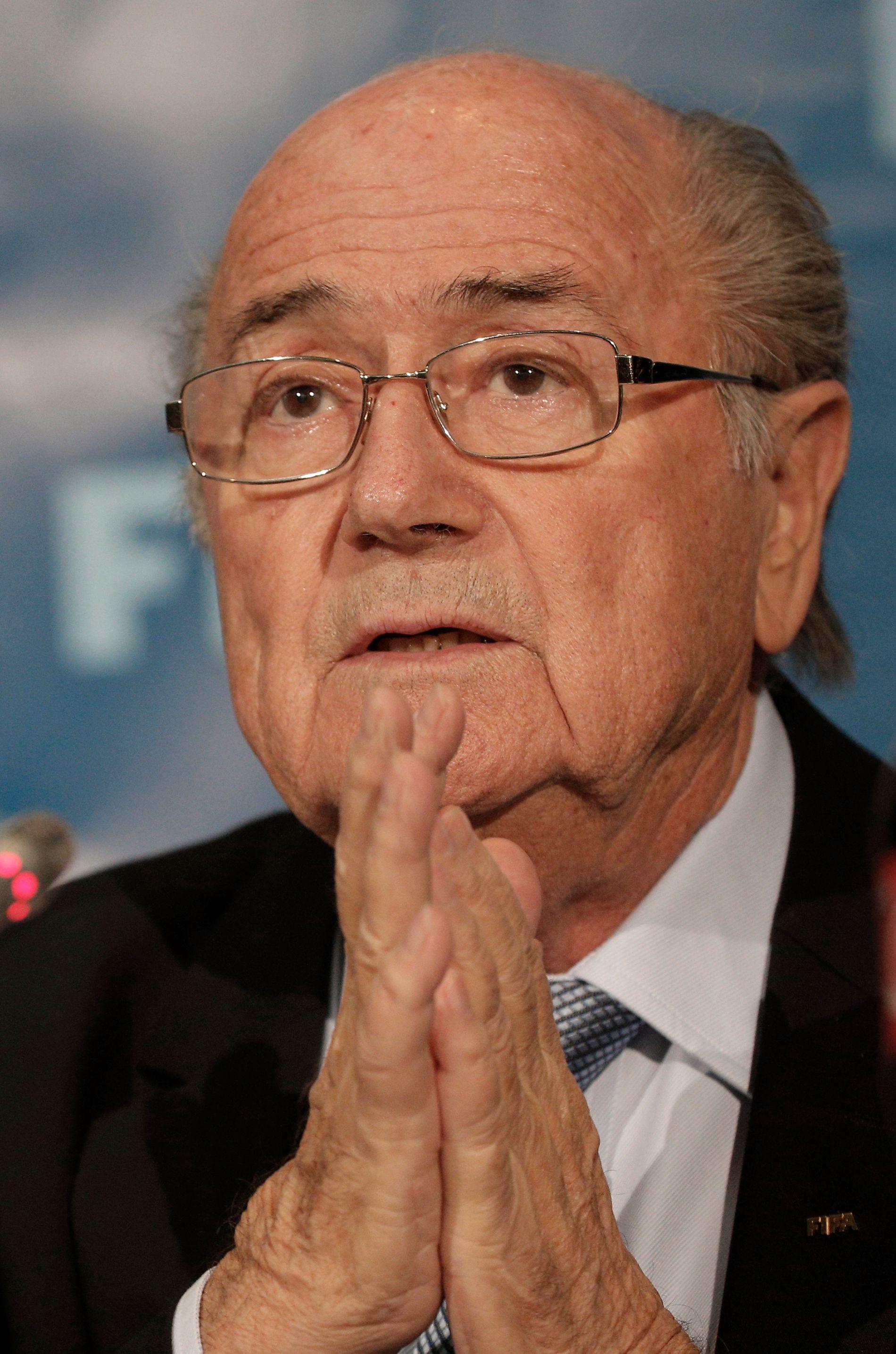 Tidligere FIFA-president Sepp Blatter sier i et intervju at han planlegger å saksøke det internasjonale fotballforbundet og dets president Gianni Infantino. Foto: Christophe Ena, AP / NTB scanpix