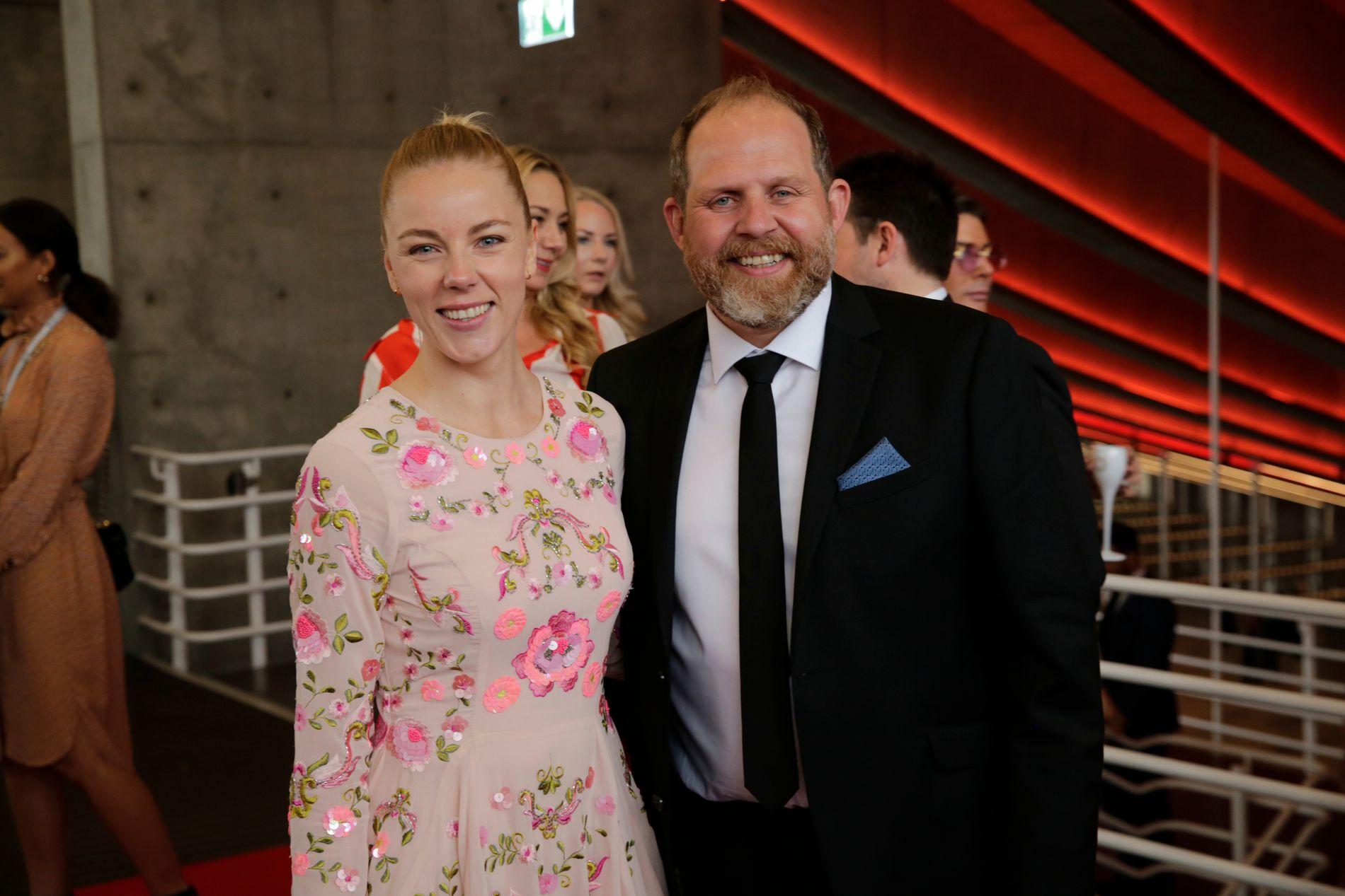 KOKKE-SPIRE: Truls Svendsen er gjennom matprogrammet «Truls à la Hellstrøm» nominert til to priser. Her sammen med kjæresten Charlotte.