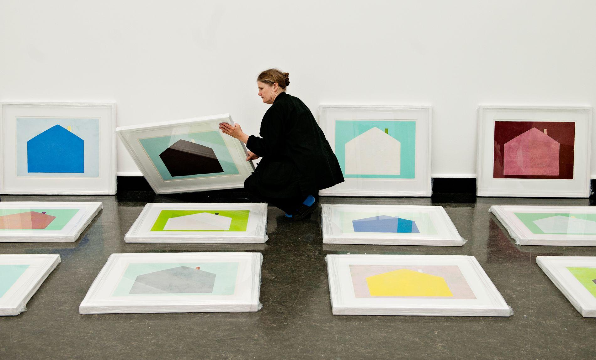 I SAMLINGEN: Daværende Festspillkunstner, Hanne Borchgrevink, i Bergen Kunsthall i 2011 (arkivfoto).