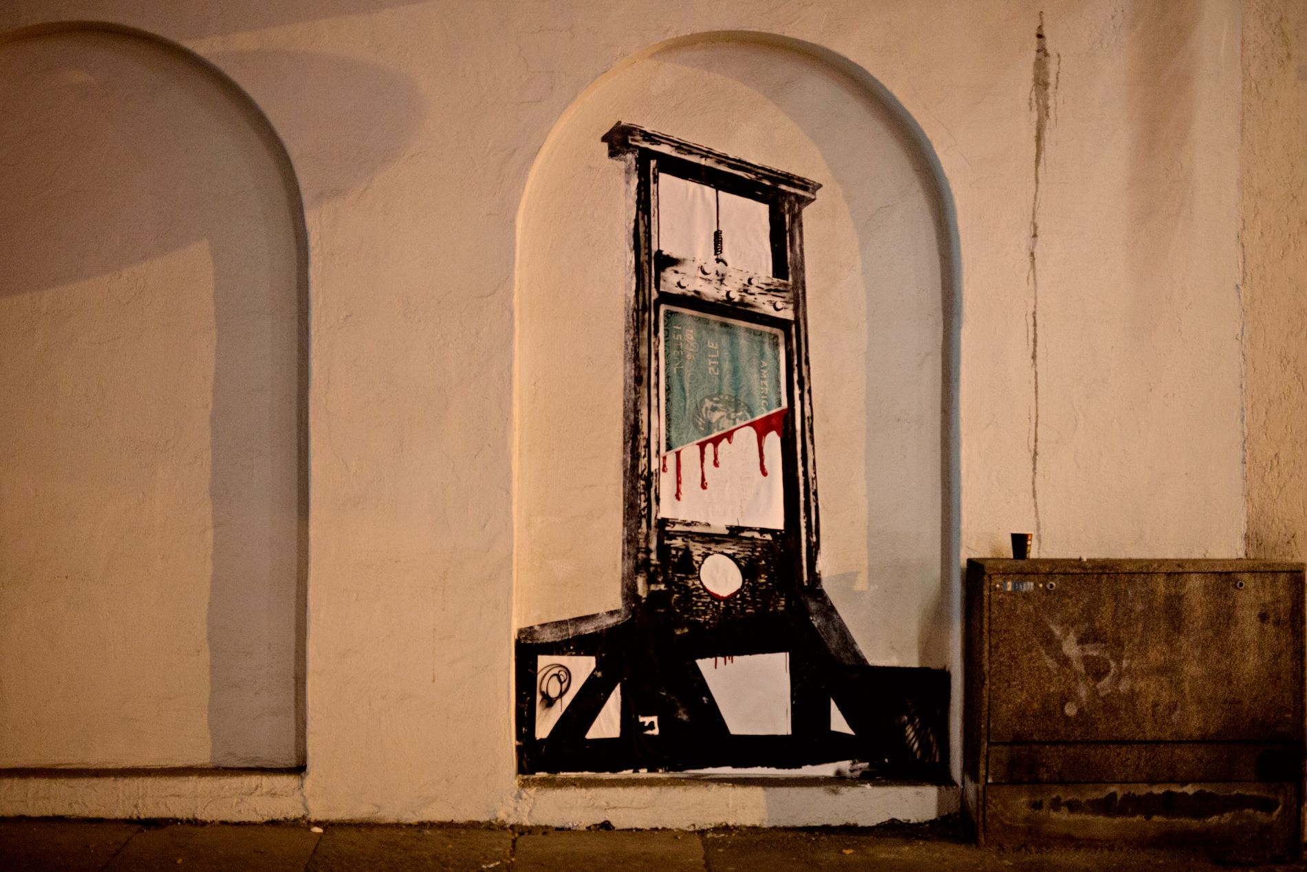 FLERE BIDRO: Også Nimi laget gatekunst i natt.