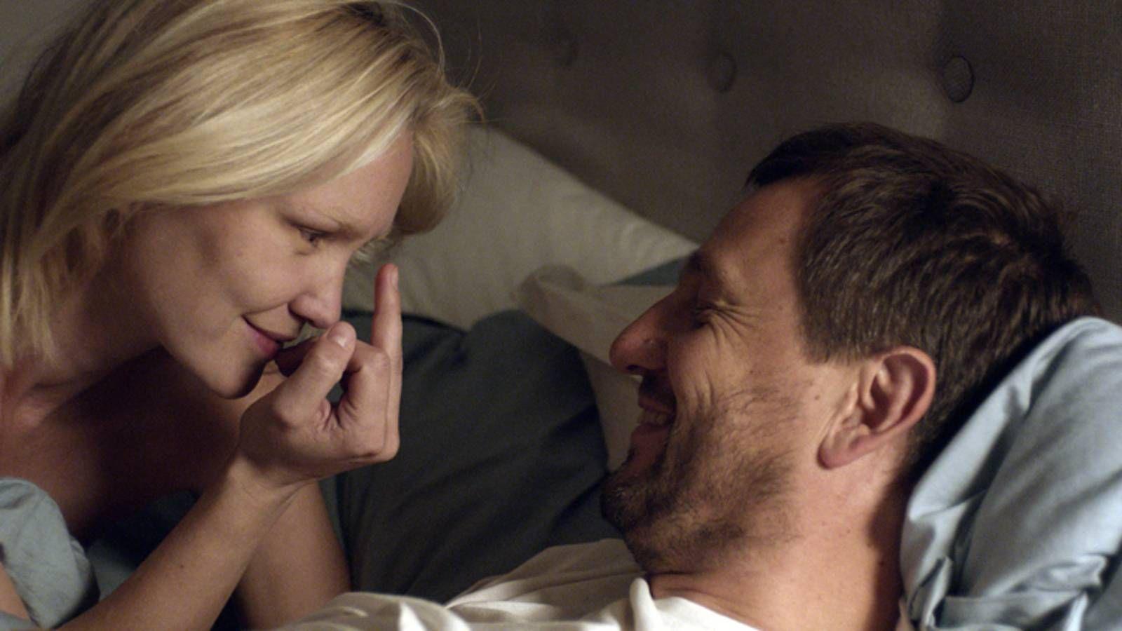 NORSK LEKENHET: Ellen Dorrit Petersen og Henrik Rafaelsen spiller ekteparet Ingrid og Morten i Eskil Vogts regidebut.