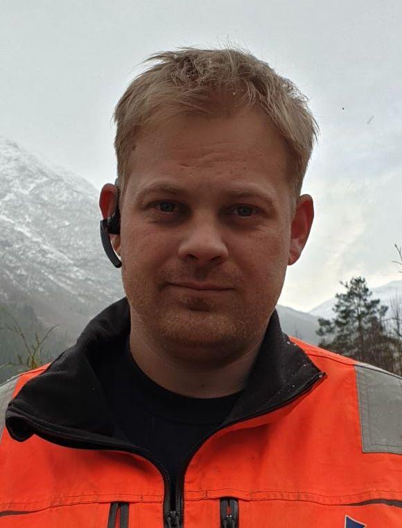 STYGT: Andreas Skrede køyrer vogntog over Strynefjellet kvar veke. Laurdag blåste bilen hans over vegbanen og inn i autovernet på venstre side.