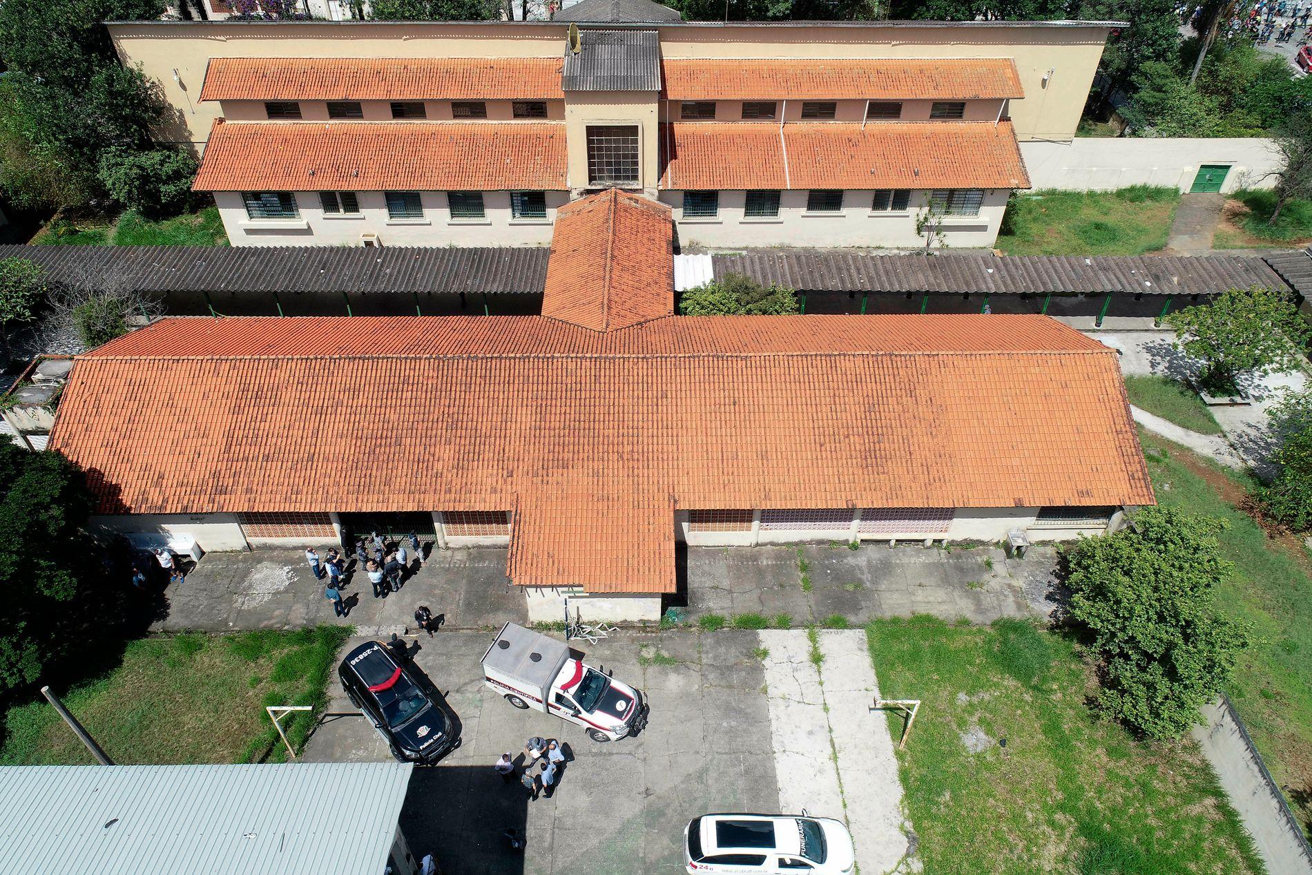 Den offentlige skolen Raul Brasil i São Paulo-forstaden Suzano, hvor to gjerningspersoner åpnet ild mot elevene før de skjøt seg selv. Foto: Andre Penner / AP / NTB scanpix