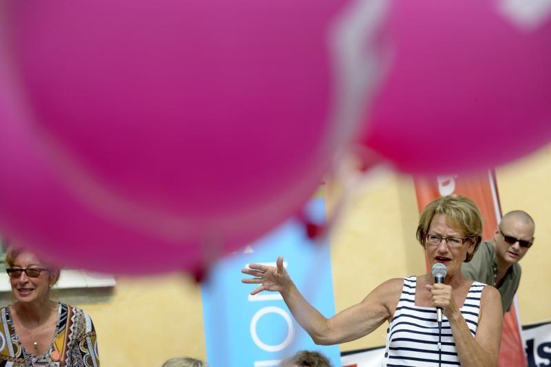 FEMINISTPARTI: Svenske Gudrun Schyman og partiet FI  har sjanse til å få plass i både Europaparlamentet og Riksdagen. Her frå politikksamlinga Almedalsveckan i 2012.