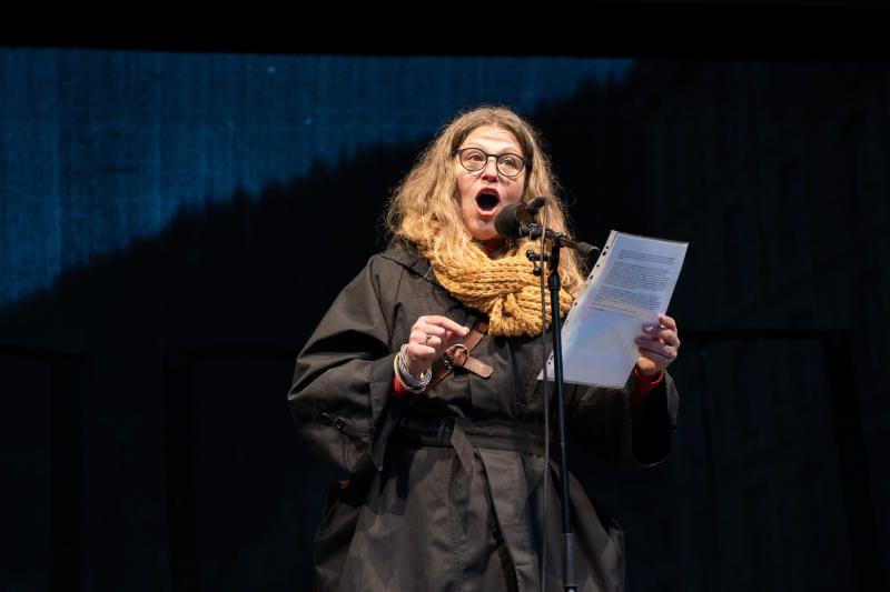 HOLDT APPELL: Gynekolog Mette Løkeland markerte kvinnedagen med appell på Torgallmenningen.