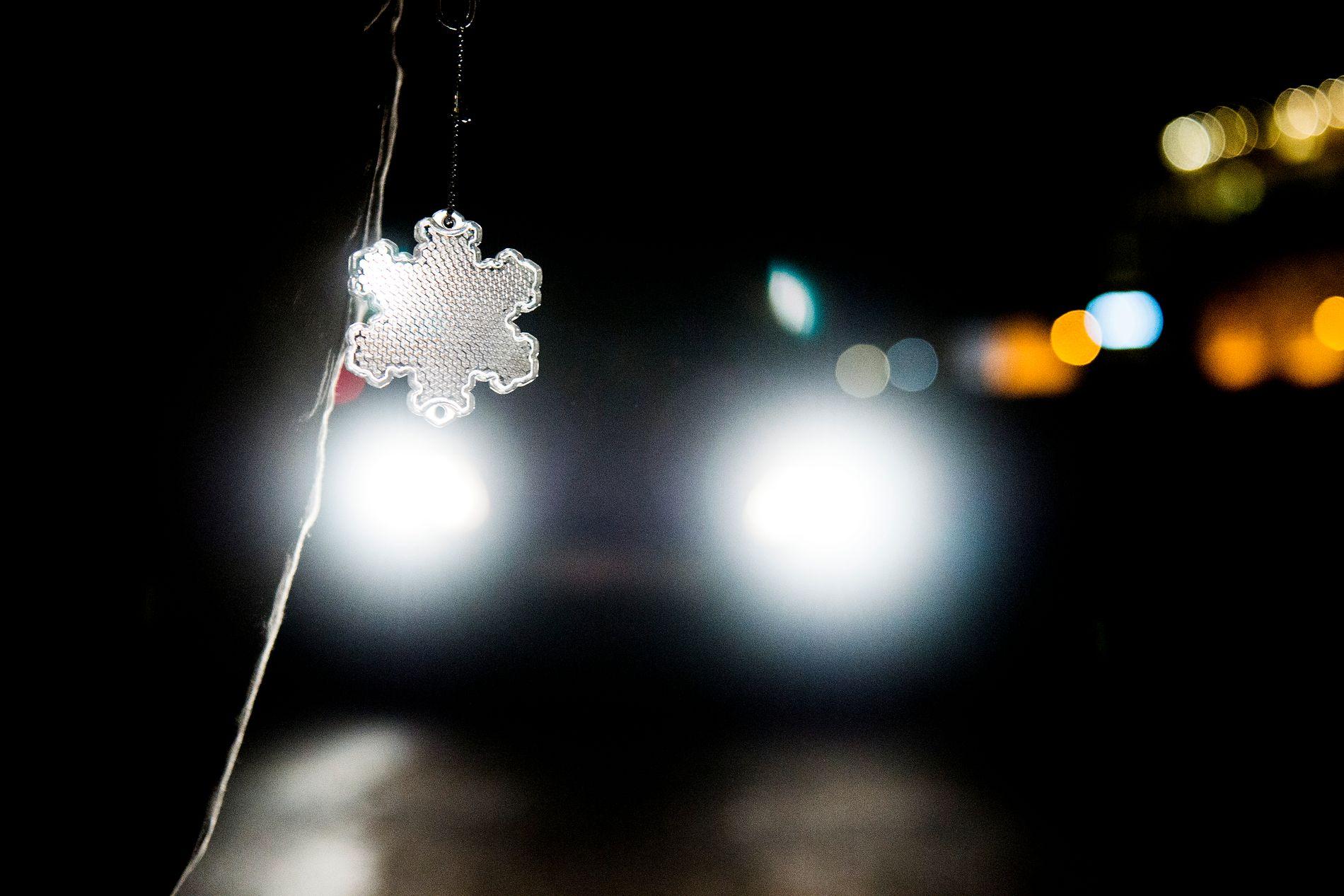 LIVREDDANDE: Refleks kan verte livsviktig dersom ein skal ferdast ute i vinterhalvåret. Det er ansvarslaust å senda det kjæraste ein eig ut døra utan, skriv Kaia T. Hatteberg.