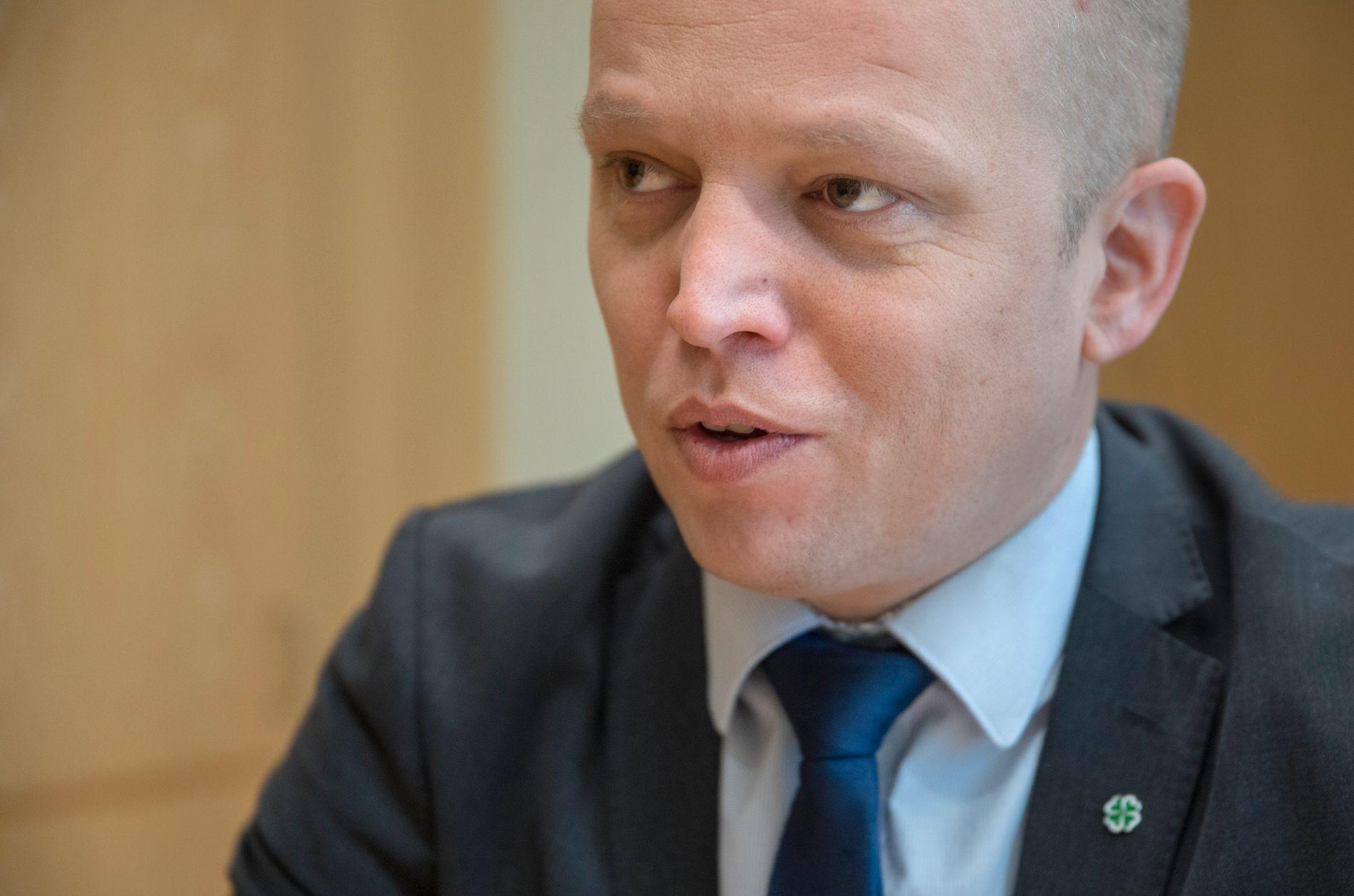 VETO: Senterparti-leder Trygve Slagsvold Vedum mener EU-kommisjonens forslag om et nytt arbeidsmarkedsbyrå bør bli møtt med veto fra Norge i EØS.