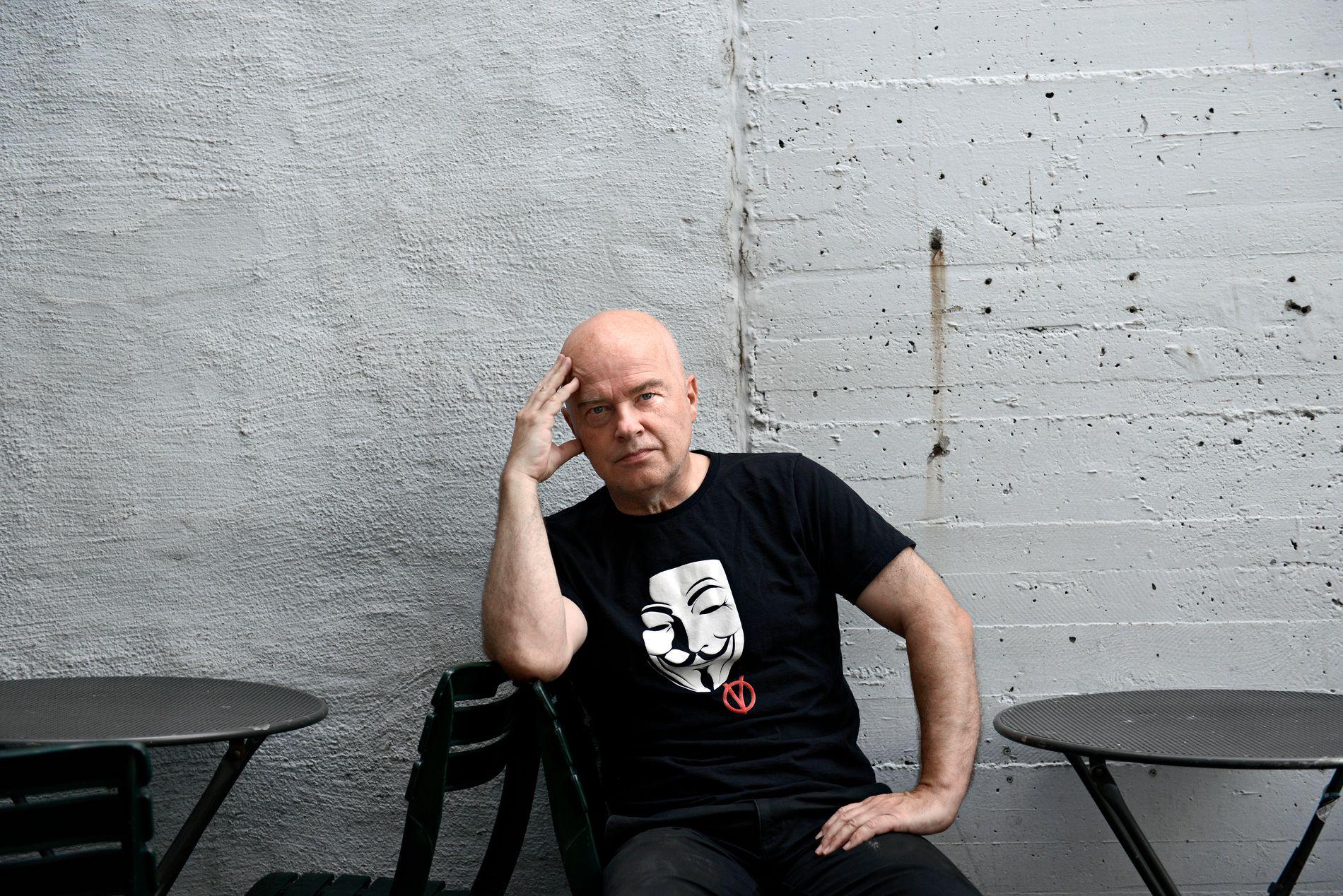 QUIZ: Jan Arild Breistein var ofte å se på Café Opera, der han leste aviser for å finne ideer til quiz.