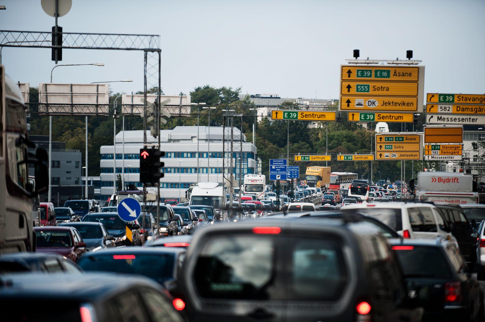 VARSLA LOVBROT: – Onsdagens bompengeaksjon er eit varsla lovbrot. Politiet må bøteleggje aksjonistar som bevisst hindrar trafikken.