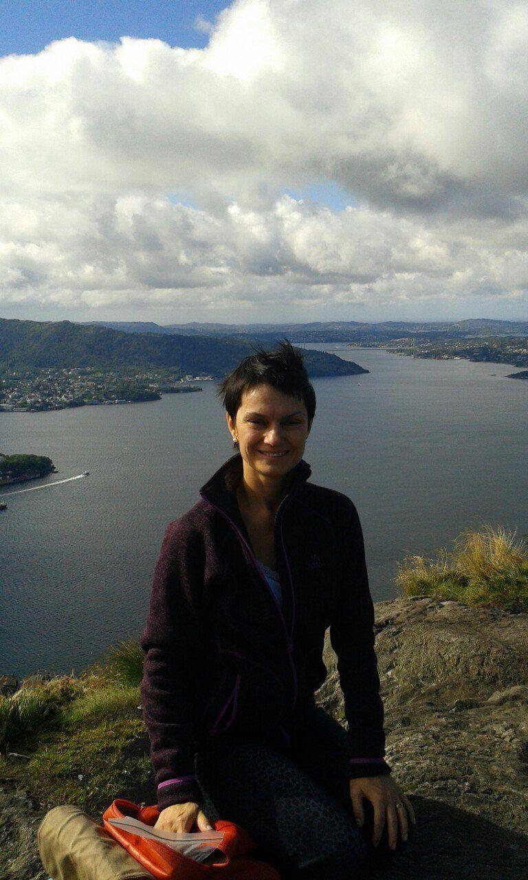 HØFLIGE: Mitt førsteinntrykk av Bergen var helt fantastisk, vennlige folk som smiler og hilser på ukjente, høflige bussjåfører som hilser på passasjerene, rene gater, mye blomster og strålende sol, skriver Olga Palchikova. FOTO: PRIVAT