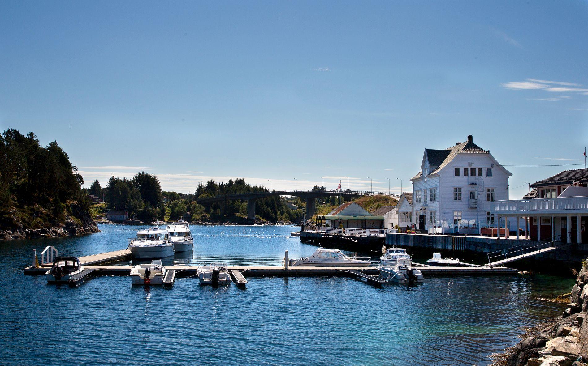 KYSTKULTUR: Bygging ved sjøen har lange tradisjoner på Vestlandet. Det er tradisjoner som best kan forvaltes lokalt, uten ytterligere statlig innblanding, skriver BT på lederplass.
