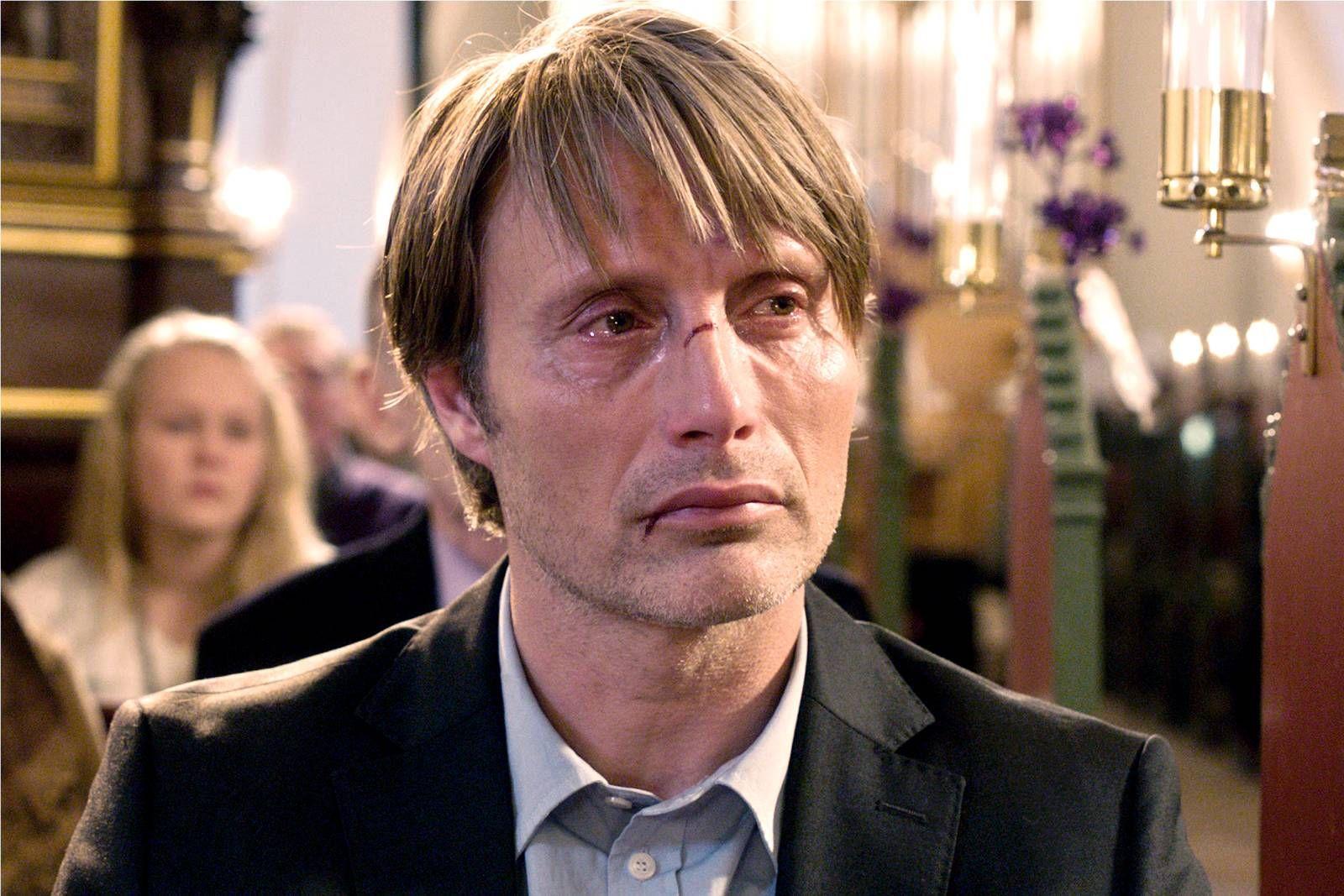 OVERBEVISENDE: Mads Mikkelsens tolkning av rollen som Lucas resulterte i pris for beste mannlige skuespiller på fjorårets filmfestival i Cannes.