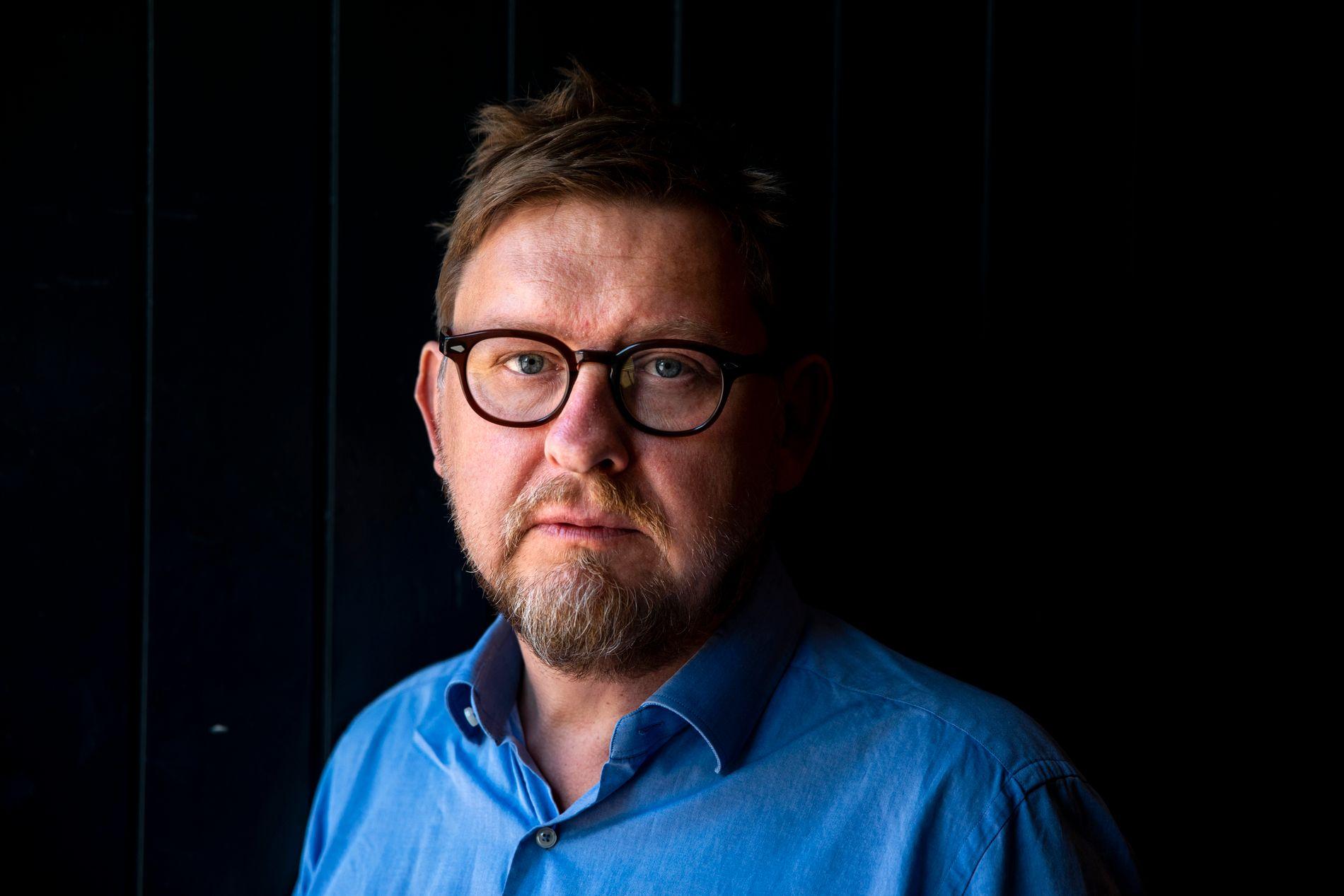 SVERIGES MEST UTSKJELTE: Fredrik Virtanen har skrevet bok om tiden som Sveriges fremste medieoffer. «Boken er stinn av bitterhet og selvmedlidenhet, og Virtanen legger ikke bånd på seg», skriver Frode Bjerkestrand.