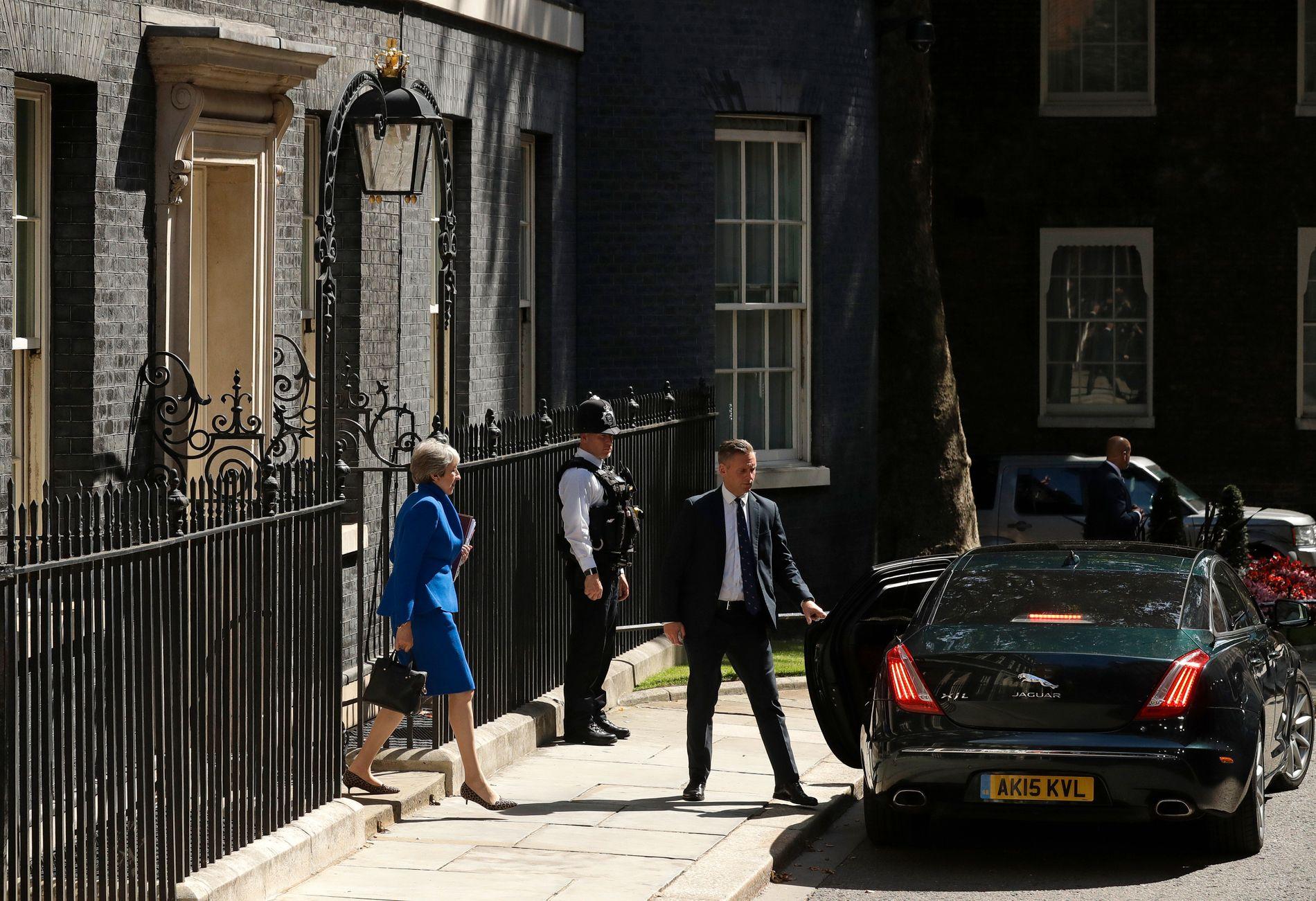 GÅR AV: Theresa May forlét statsministerbustaden for siste gong.