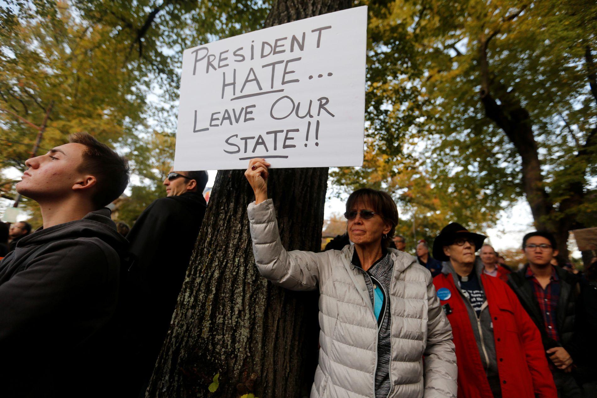 PROTEST: Demonstranter i Pittsburgh tirsdag.