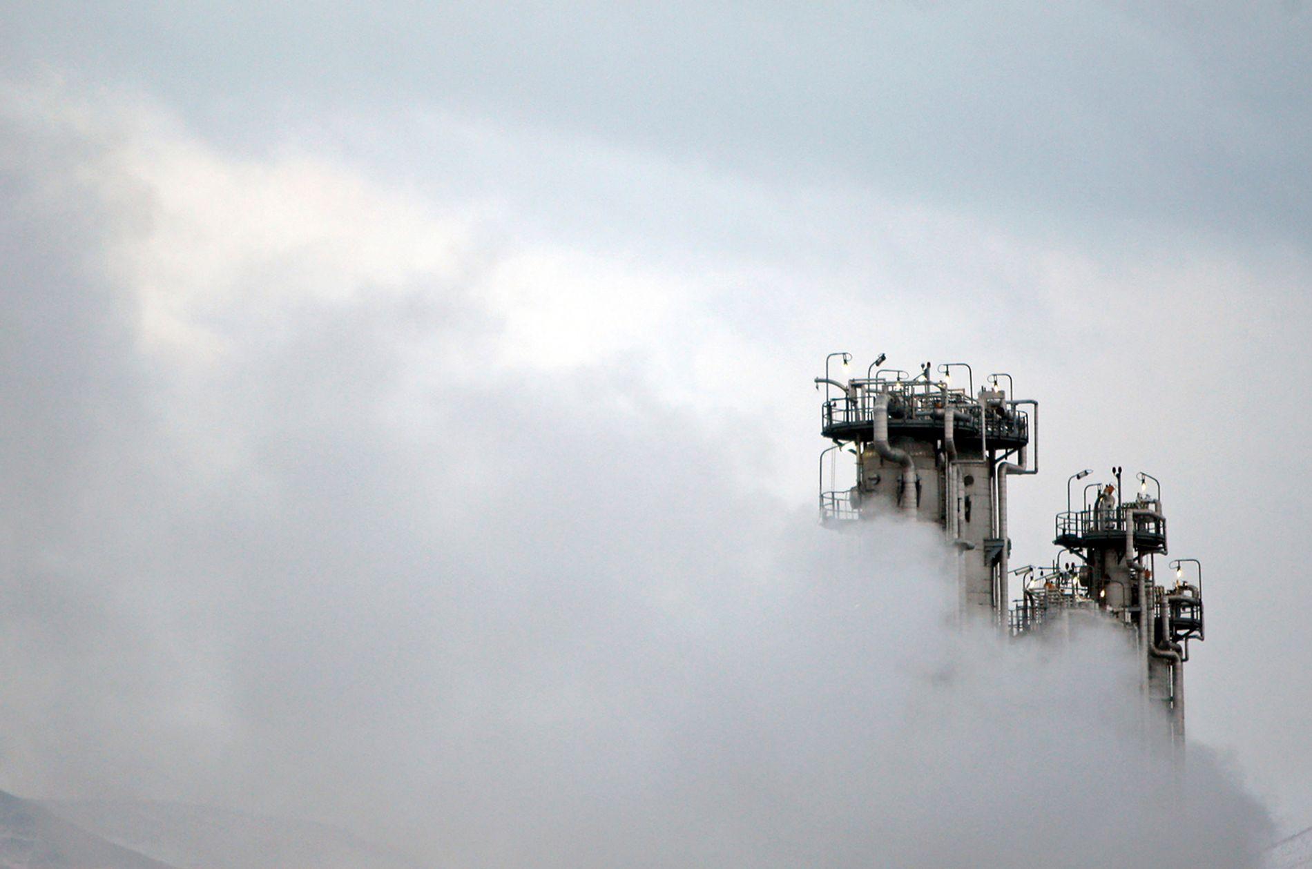 ATOMPROGRAM: 1. juli vedgikk Iran at de har lagret for mye uran, mens de en snau uke senere medga at de også har passert grensen for anrikingsgraden. Bildet viser et tungtvannsfabrikk ved byen Arak, sørvest for hovedstaden Teheran.