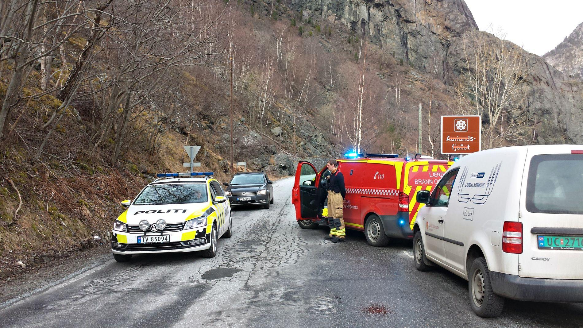 DØSDULYKKE: Fylkesvei 243 mellom Lærdal og Erdal er stengt etter en dødsulykke tirsdag formiddag.
