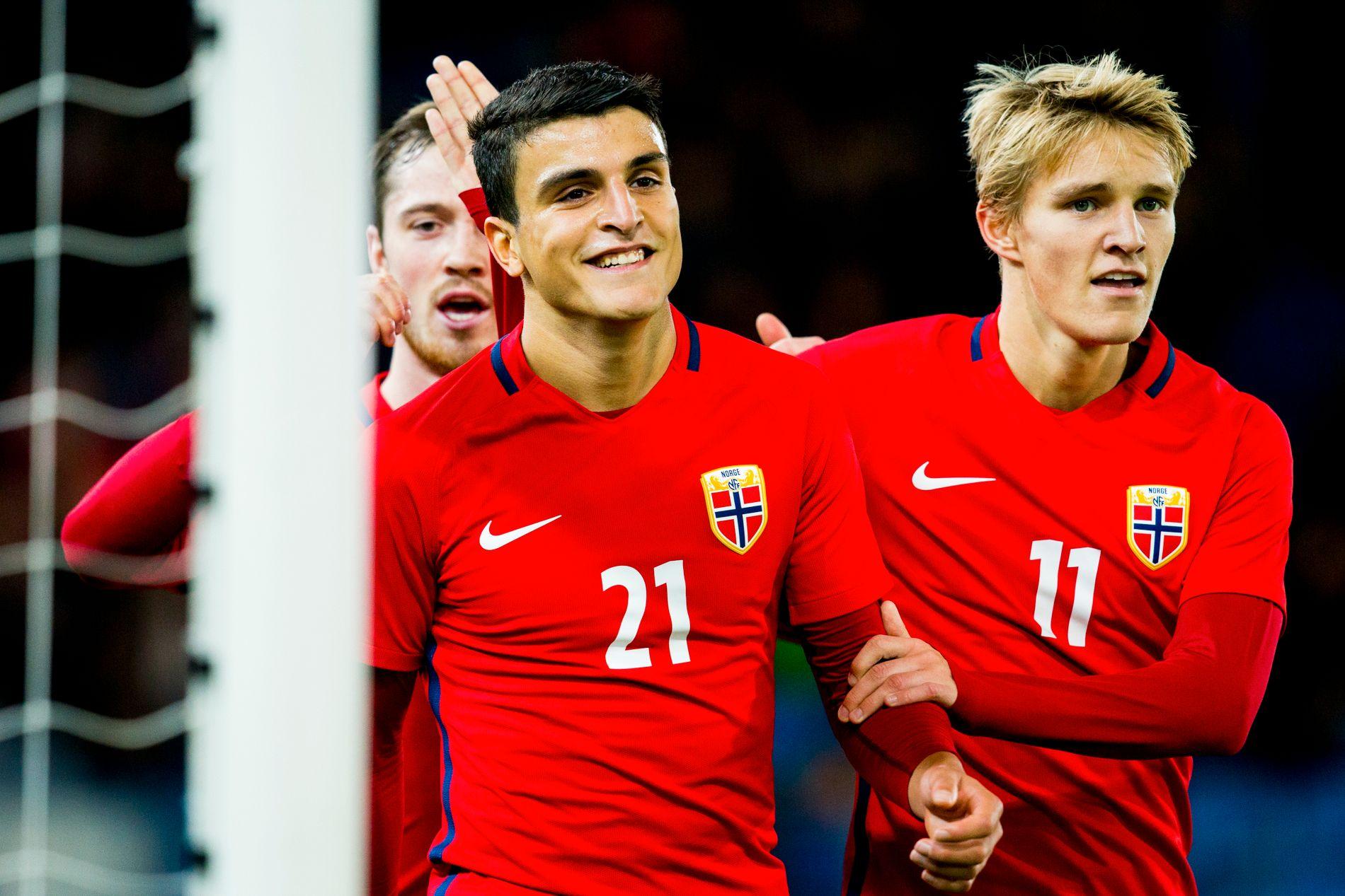 Martin Ødegaard (t.h) fortsetter på U21-landslaget. Han får en viktig rolle i play-off.