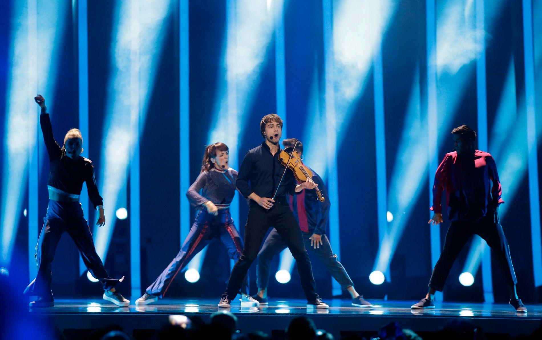 I AKSJONB: Alexander Rybak på scenen torsdag kveld.