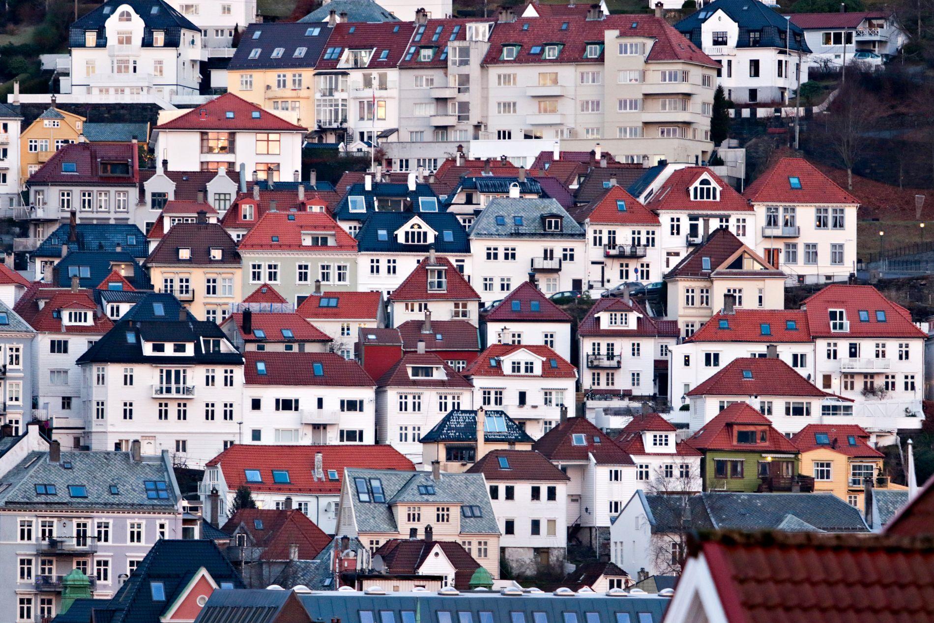VIL BO SENTRALT: Vestlandets hovedstad lekker i alle retninger. Strømmen av flyttelass er ikke drevet av drømmen om plen og rekkehus. Den skyldes trolig i vel så stor grad at det bygges for få og for dyre boliger i Bergen, skriver innsenderne.
