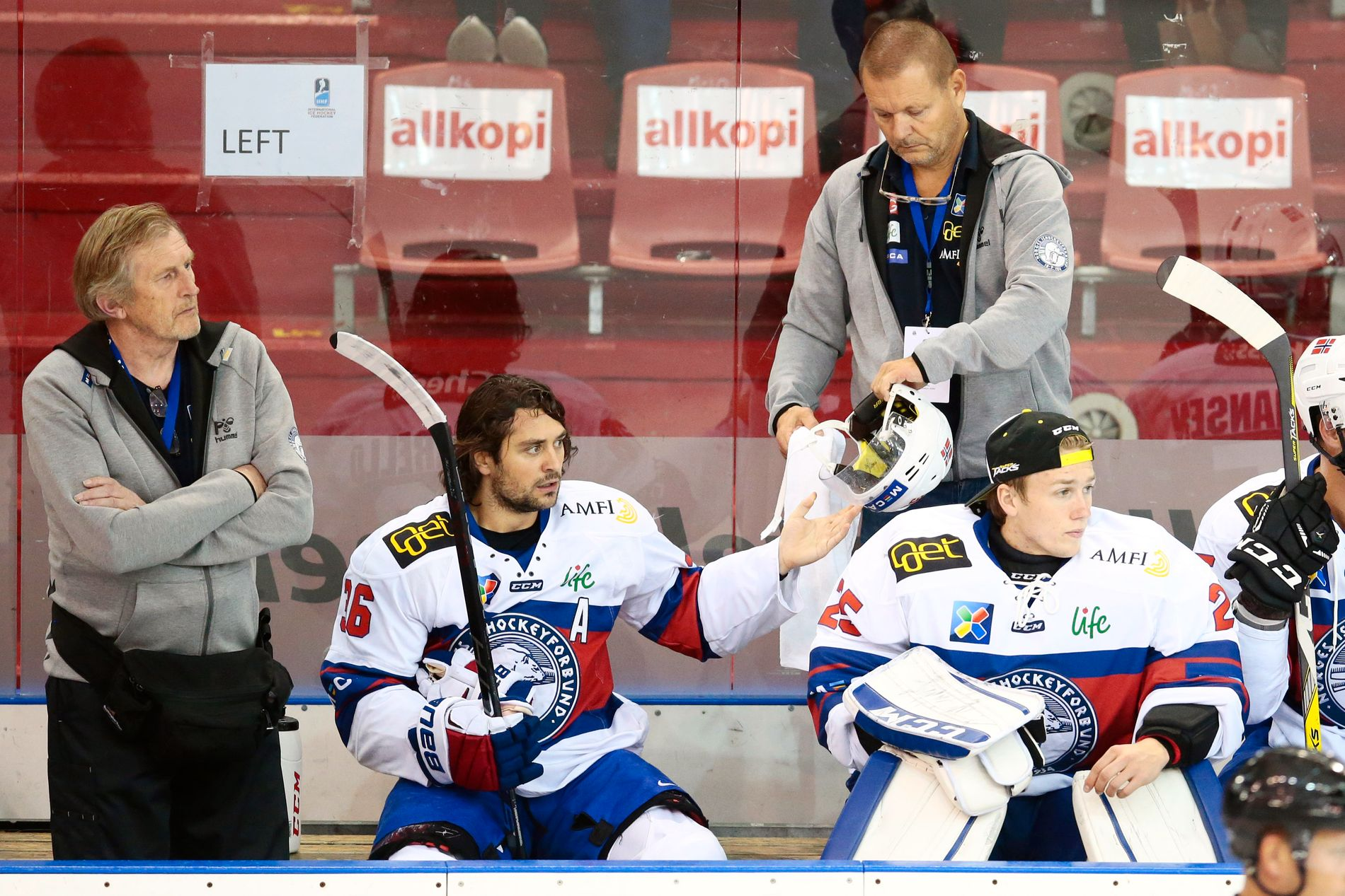 Det ble ingen god bursdagsfeiring for Mats Zuccarello. Norge tap mot Kasakhstan gjør at OL-deltakelse i 2018 allerede henger i tynn tråd.