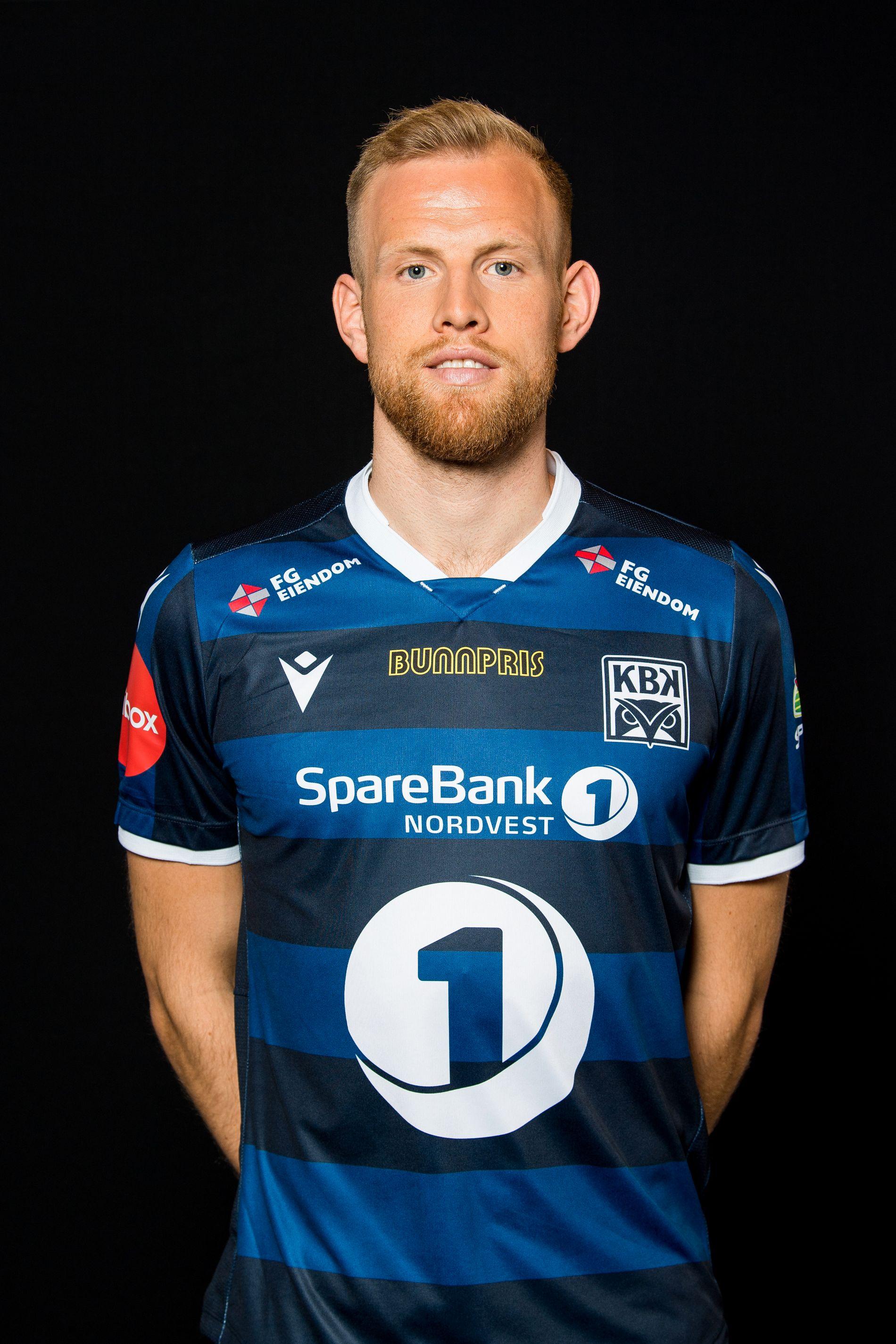 Dan Peter Ulvestad poserer i Kristiansunds hjemmedrakt for 2019.