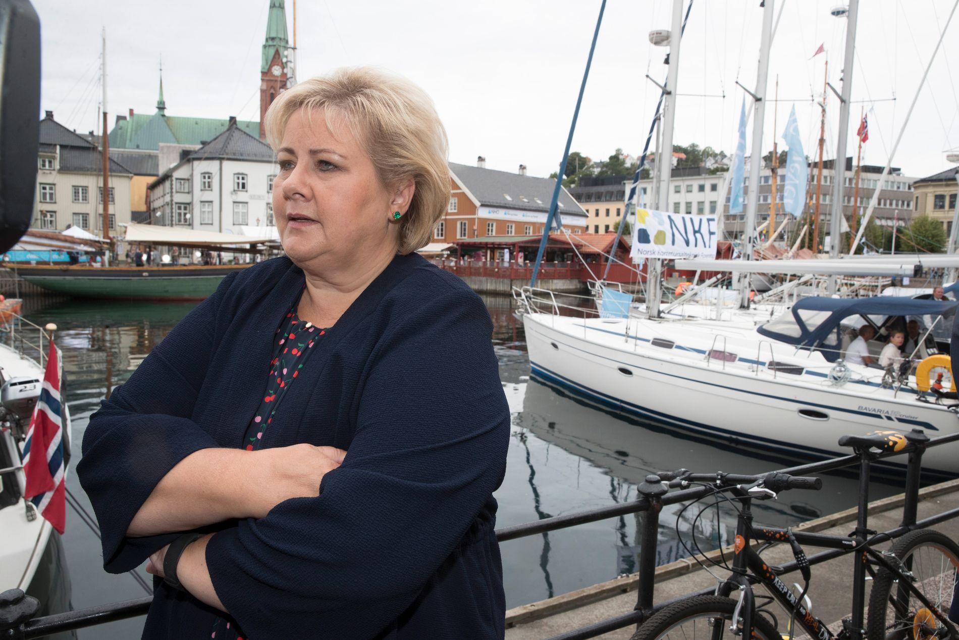 KRITISK: Statsminister Erna Solberg (H) omtala journalistane som «blodtørstige», men det media har gjort er å søkje innsyn og be om svar, meiner Bergens Tidende.