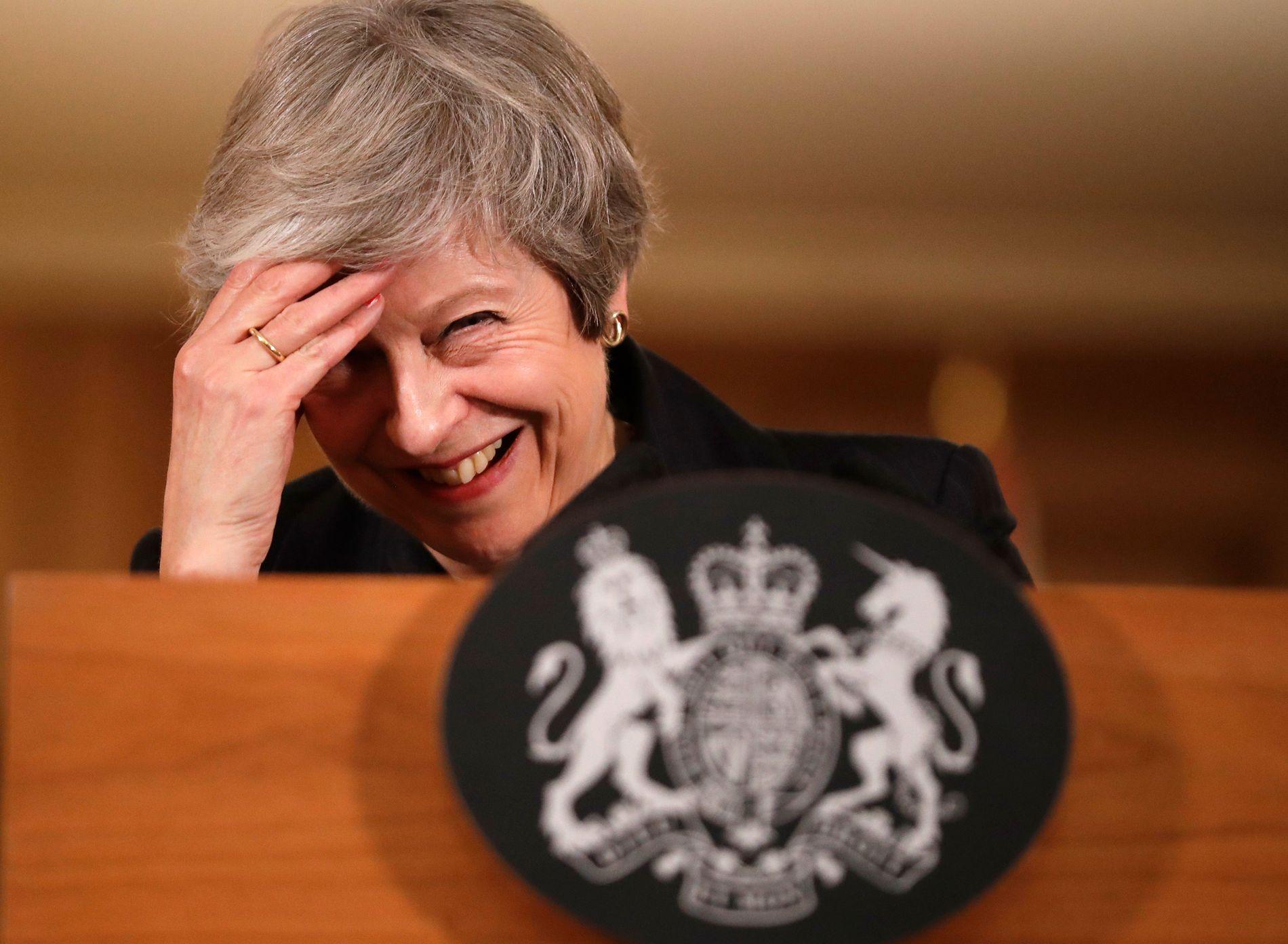 OPPRØR: Theresa May vert truga med mistillit frå sine eigne partimedlemmer. Ho har hatt eit umogeleg utgangspunkt, for lovnadane som vart gitt til veljarane i 2016 hadde ikkje rot i røynda, meiner Bergens Tidende.