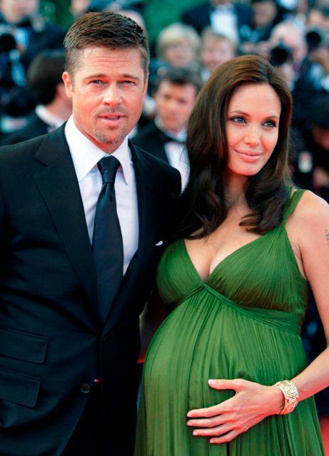 NUMMER 2 OG 4: Angelina Jolie er litt mer populær enn sin ektemann Brad Pitt. Det ble skrevet mye om de to da de fikk tvillinger i sommer.