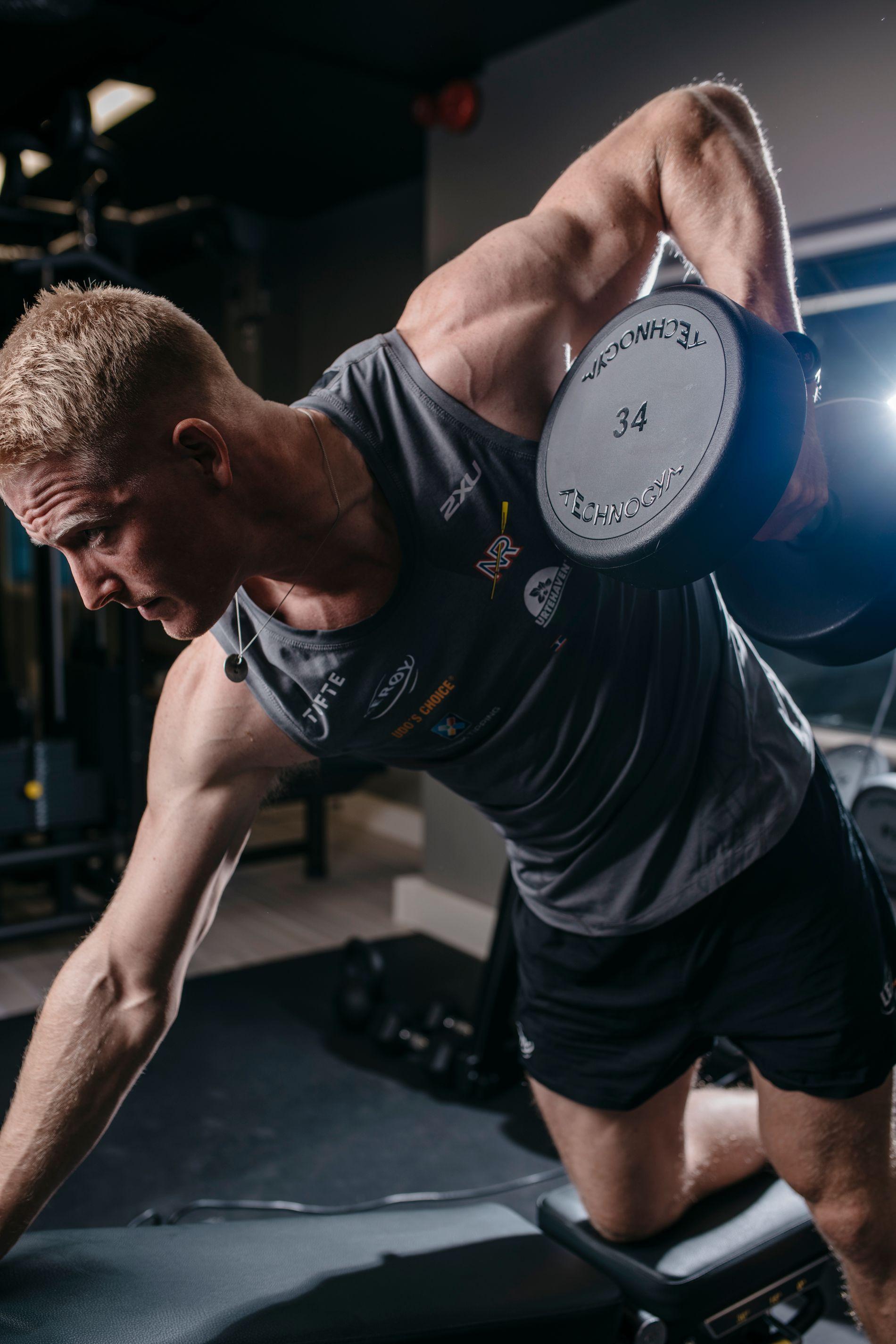 Styrketrening er svært viktig for å holde seg skadefri og få opp et visst muskelvolum.