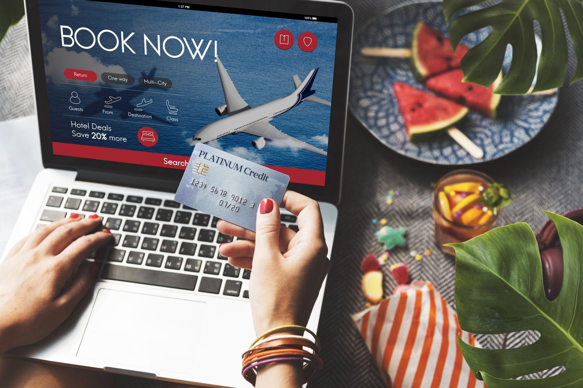 HVA GJØR DU? En del flyselskaper tar ekstra gebyrer for kjøp med kredittkort.