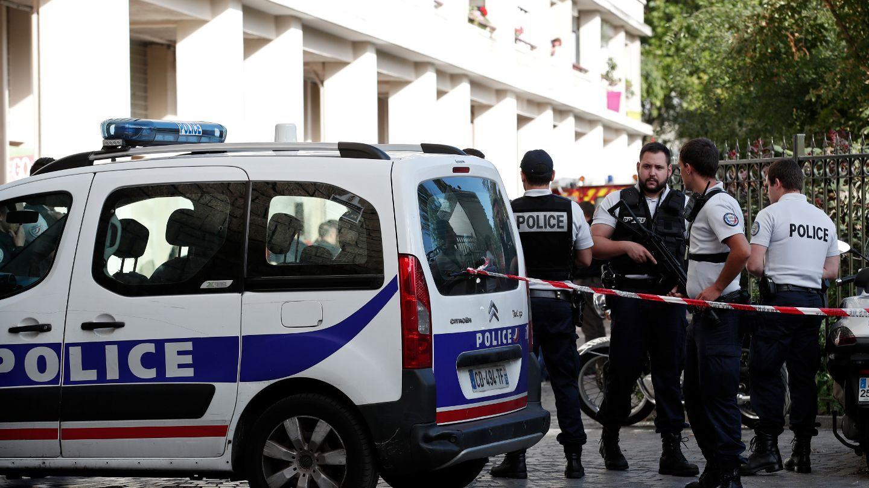 SOLDATER SKADET: Seks ble skadet etter at en bil krasjet inn i en gruppe med soldater som holdt vakt.