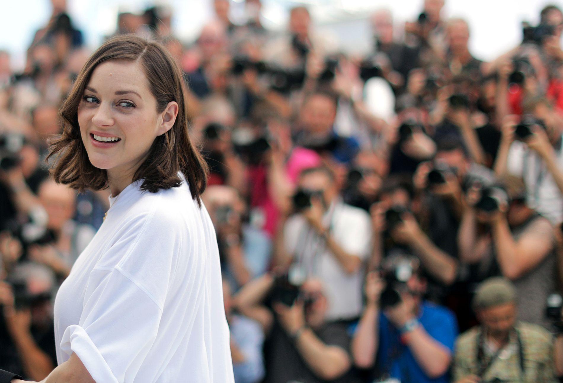 ÅPNER: Marion Cotillard spiller en av hovedrollene i den franske åpningsfilmen «Ismaels spøkelse», som fikk en dårlig mottakelse av kritikerne. Men hun er en yndling hos fotografene i Cannes.