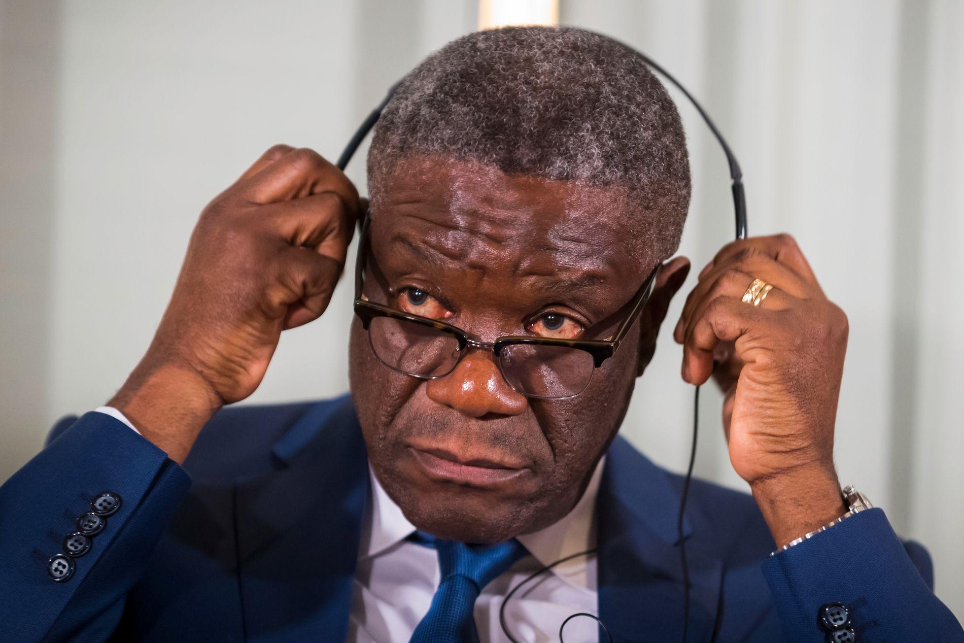MØTTE PRESSEN: Fredsprisvinner Denis Mukwege under pressekonferansen på Nobelinstituttet i Oslo søndag.