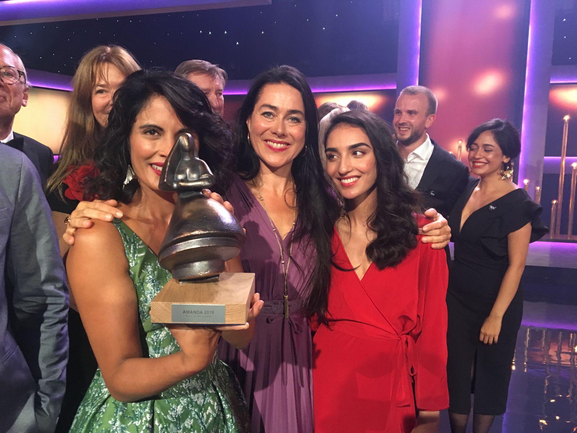 VANT: Iram Haq, Maria Ekerhovd og hovedrolleinnehaver Maria Mozhdah var i sprudlende humør etter prisfesten i Haugesund.