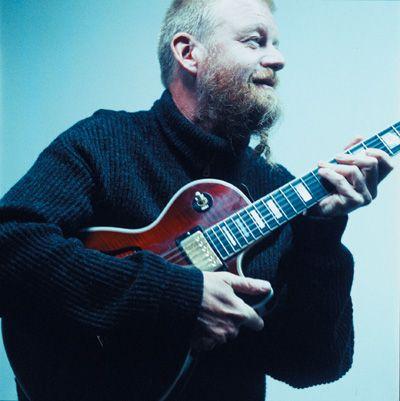 ELEGANT: Jon Eberson og hans band får skryt for konserten under årets Nattjazz.